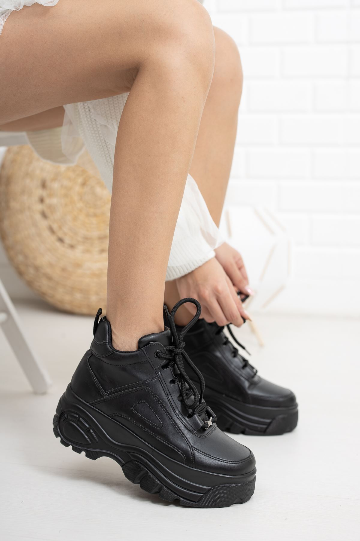 Siyah Yüksek Taban Sneaker