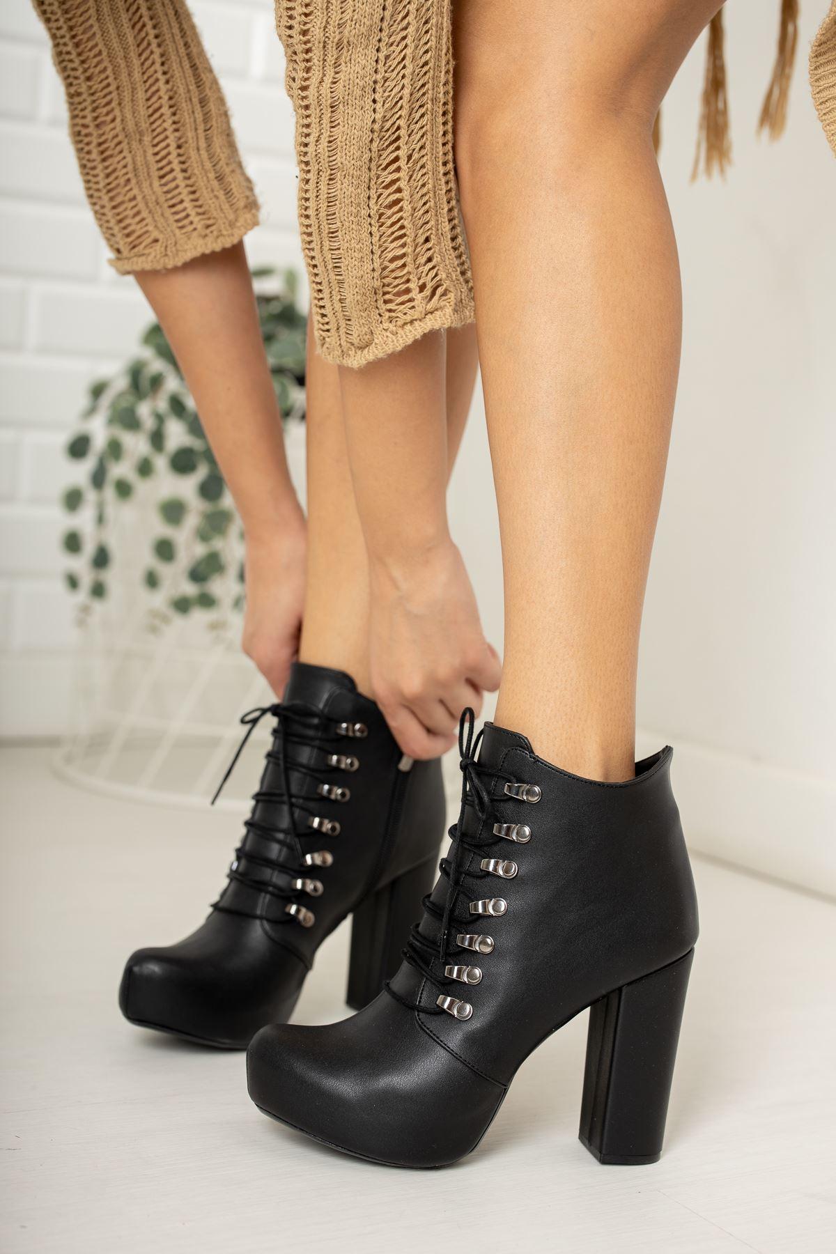 Siyah Cilt Kancalı Platform Topuklu Ayakkabı