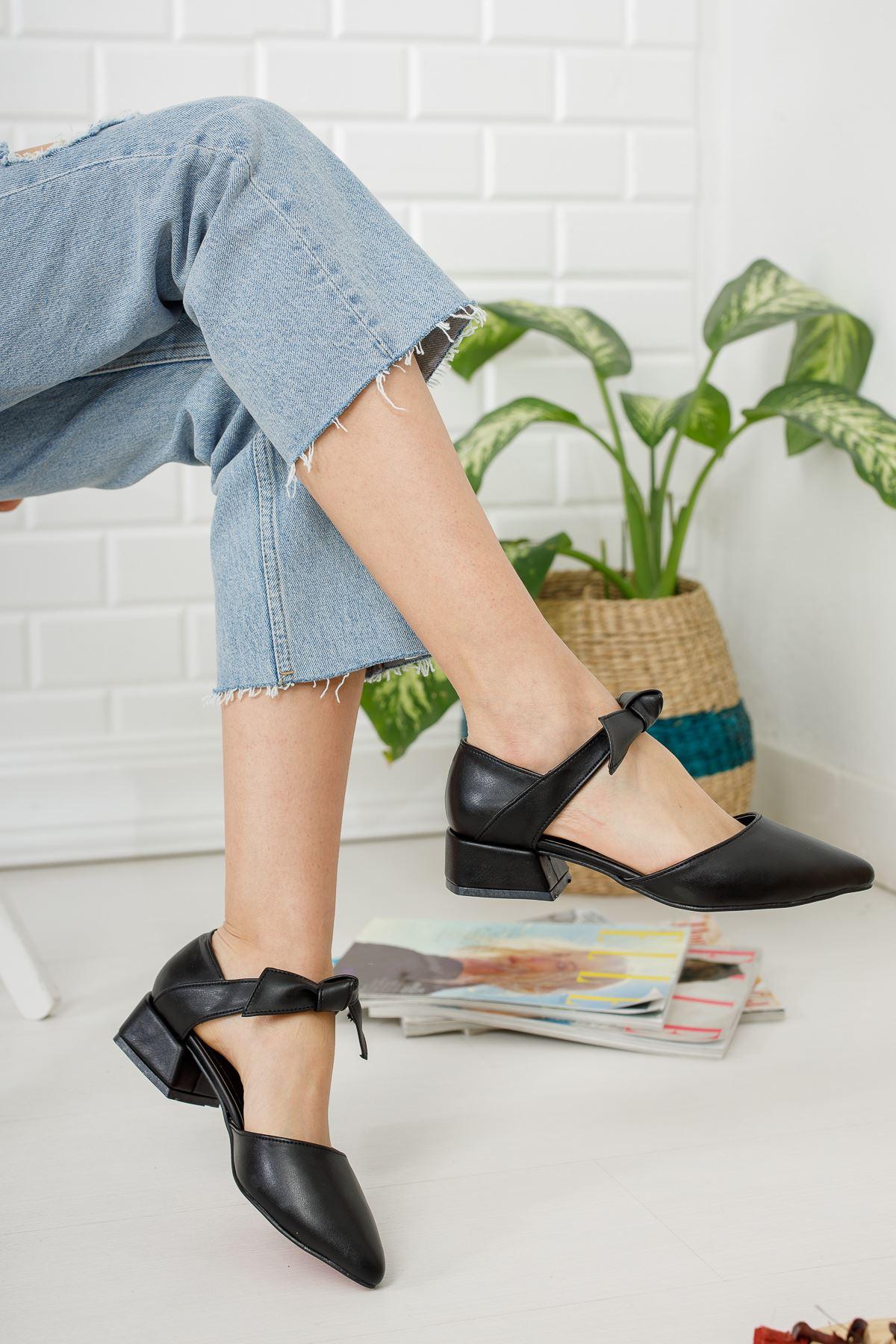 Siyah Düğüm Detaylı Topuklu Ayakkabı