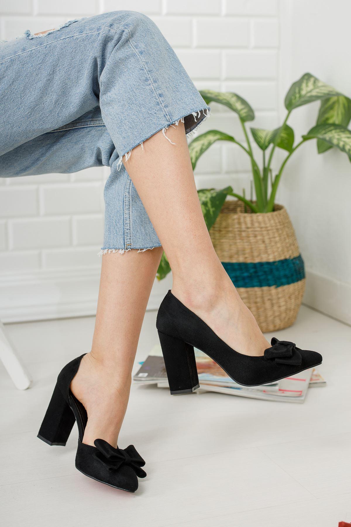 Siyah Süet Fiyonk Detaylı Yüksek Topuklu Ayakkabı