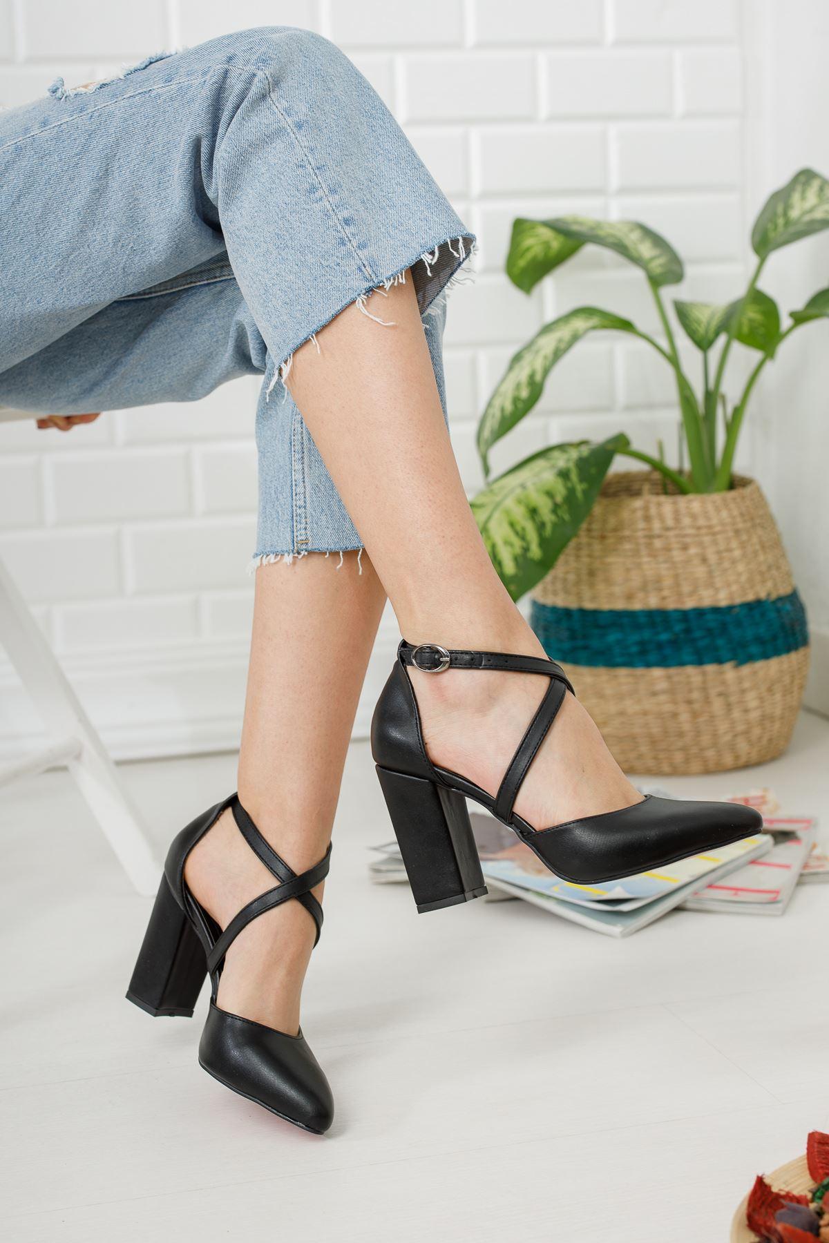 Siyah Önü Çapraz Yüksek Topuklu Ayakkabı