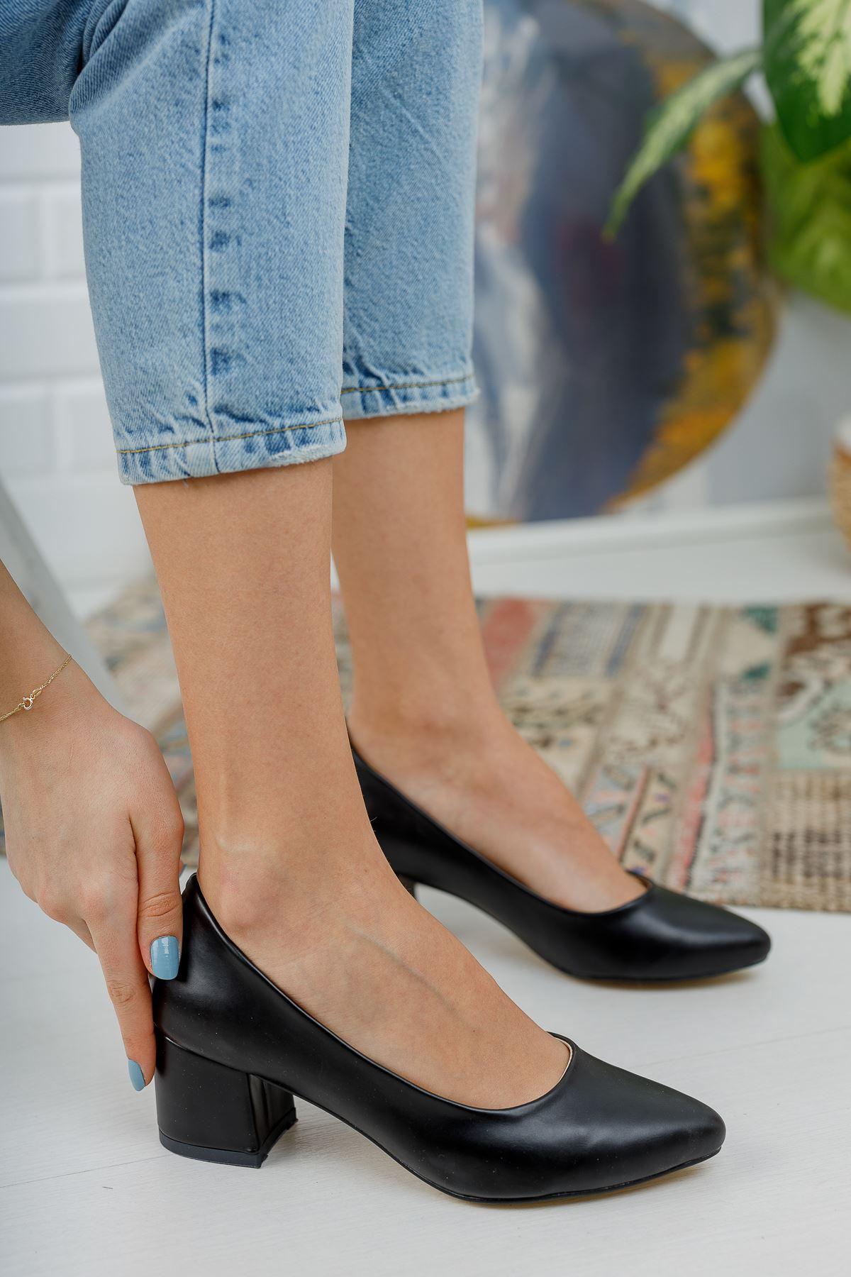 Düz Siyah Cilt Kalın Topuklu Ayakkabı