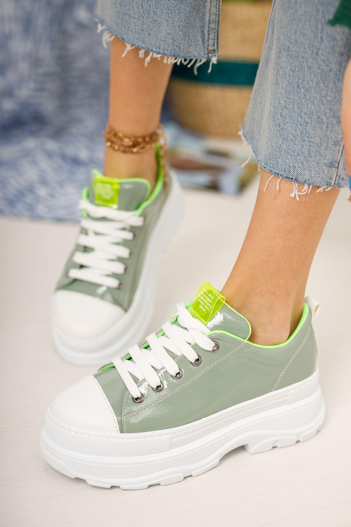Su Yeşili Rugan Kalın Taban Bağcıklı Günlük Spor Ayakkabı