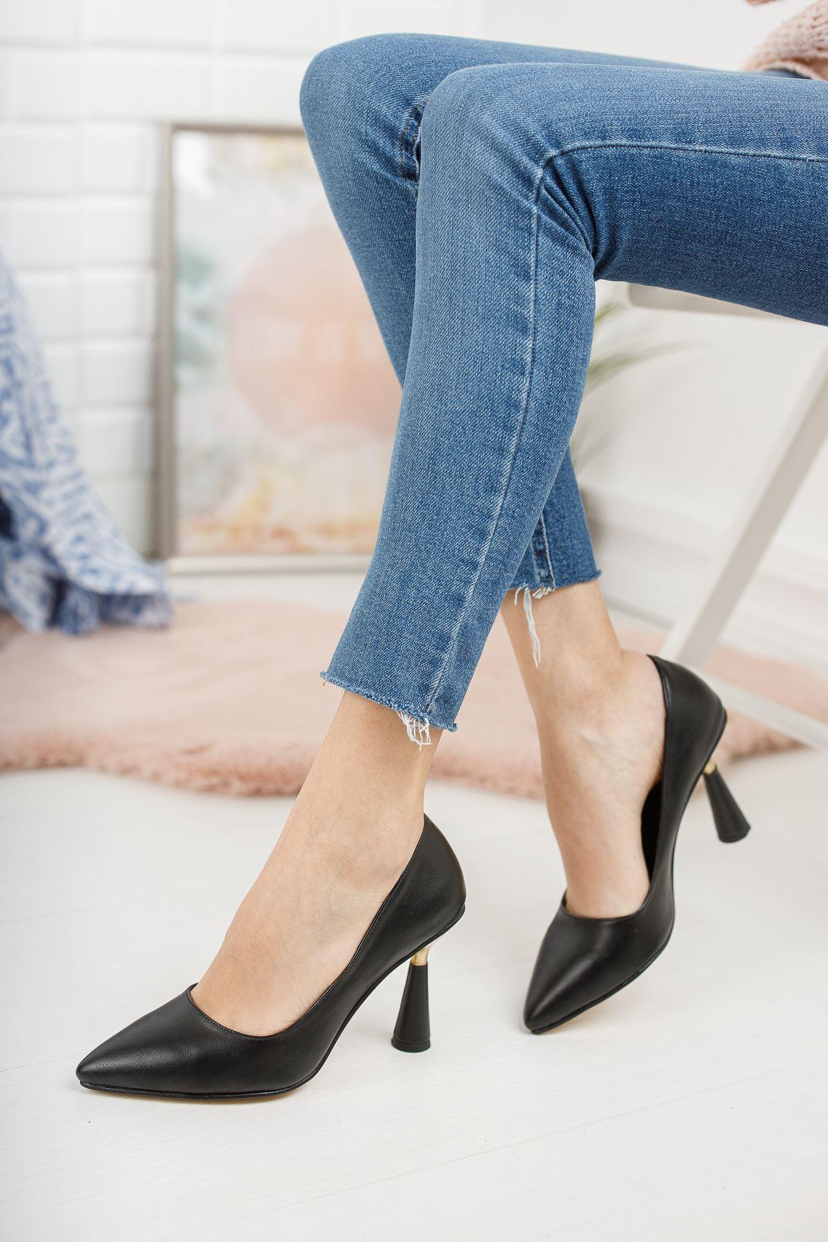 Düz Siyah İnce Topuklu Ayakkabı