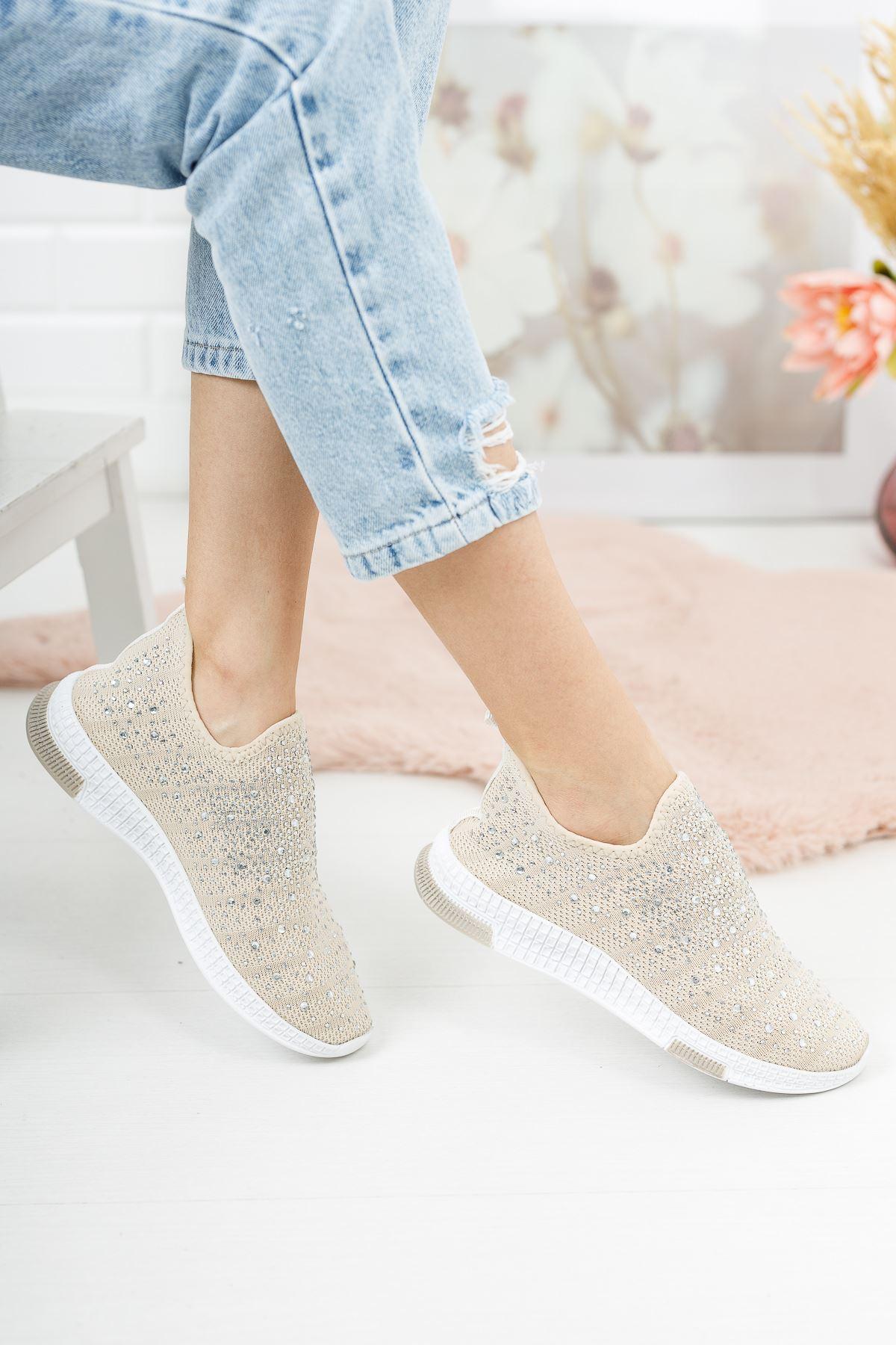 Bej Üstü Taşlı Bağcıksız Spor Ayakkabı