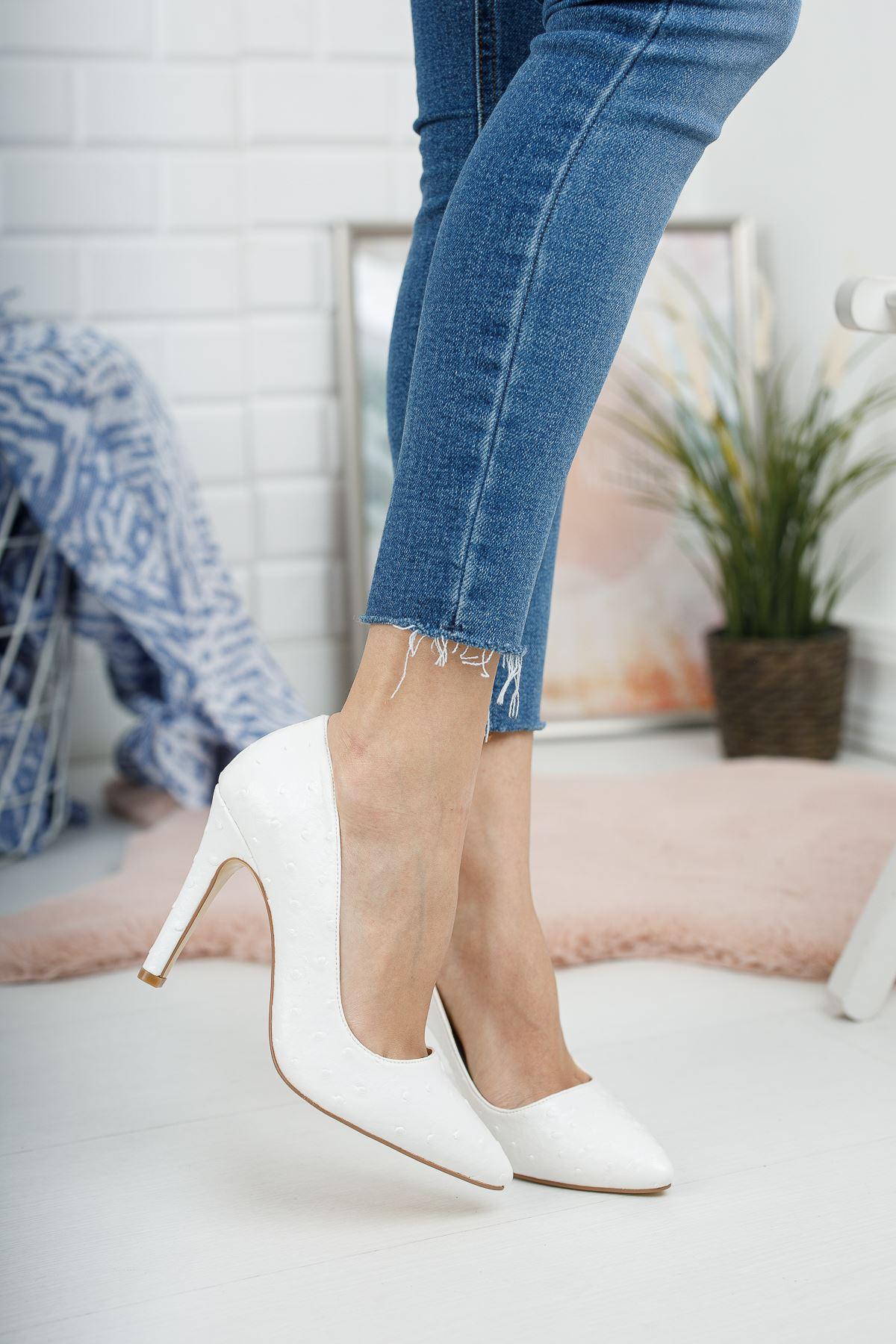 Beyaz Kabartmalı İnce Yüksek Topuklu Stiletto
