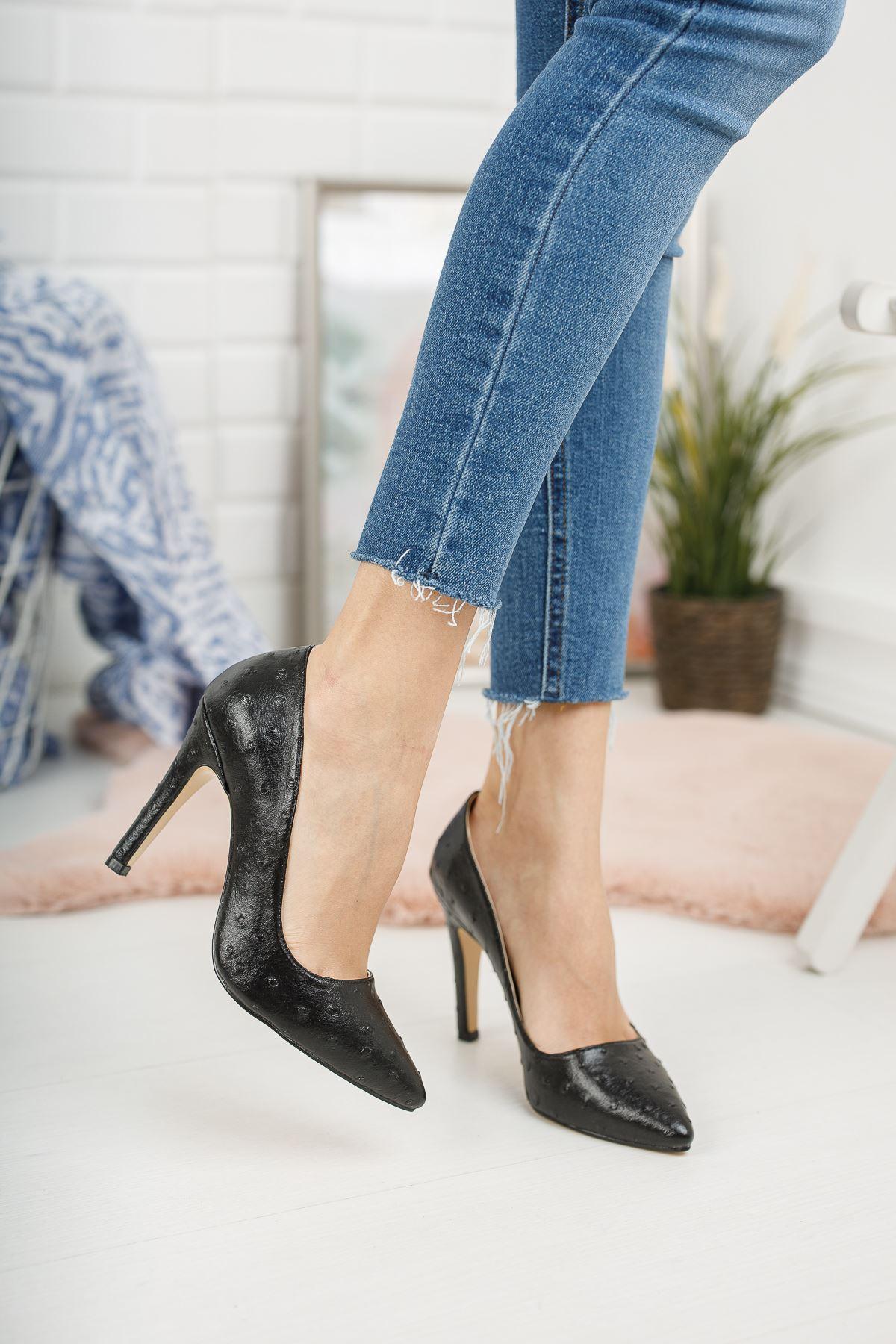Siyah Kabartmalı İnce Yüksek Topuklu Stiletto