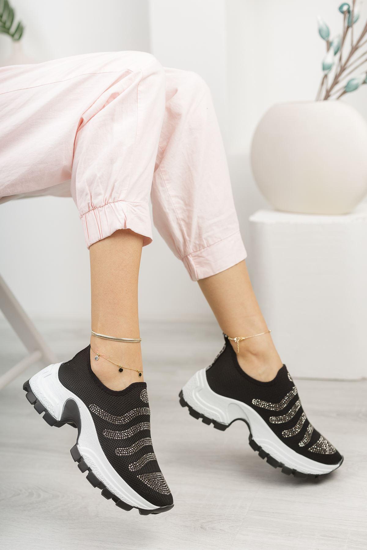 Siyah Taşlı Bağcıksız Kalın Taban Spor Ayakkabı