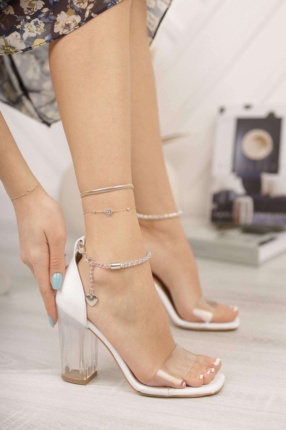 Beyaz Bileği Zincirli Kalın Şeffaf Topuklu Ayakkabı