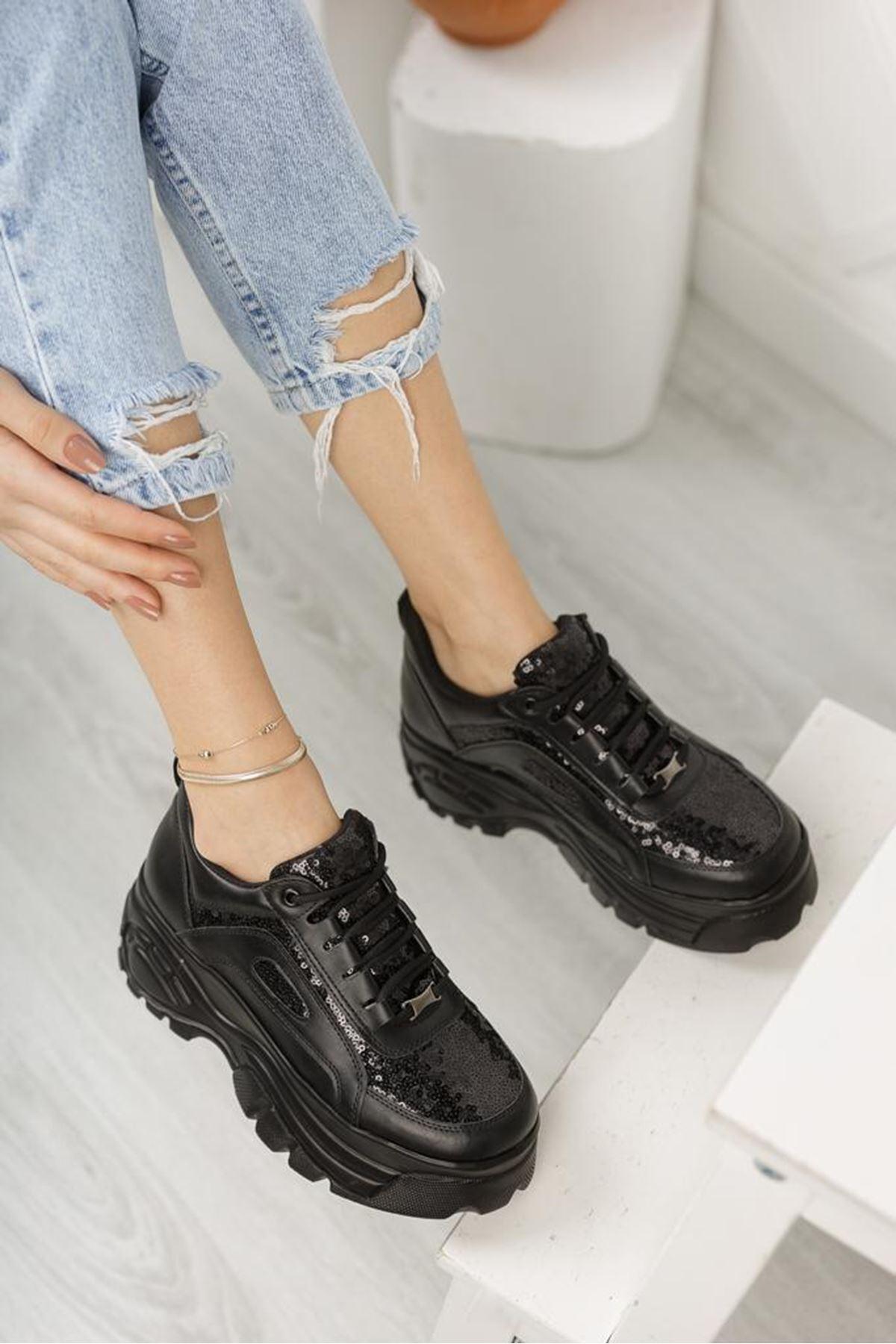 Pullu Siyah Sneaker