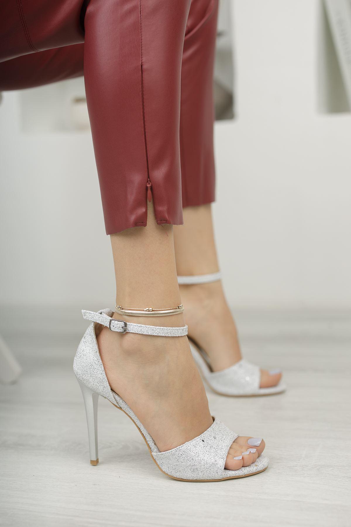 Gümüş Simli Topuklu Abiye Ayakkabı