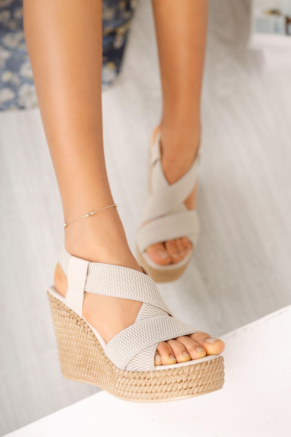 Bej Lastikli Yüksek Dolgu Topuklu Ayakkabı
