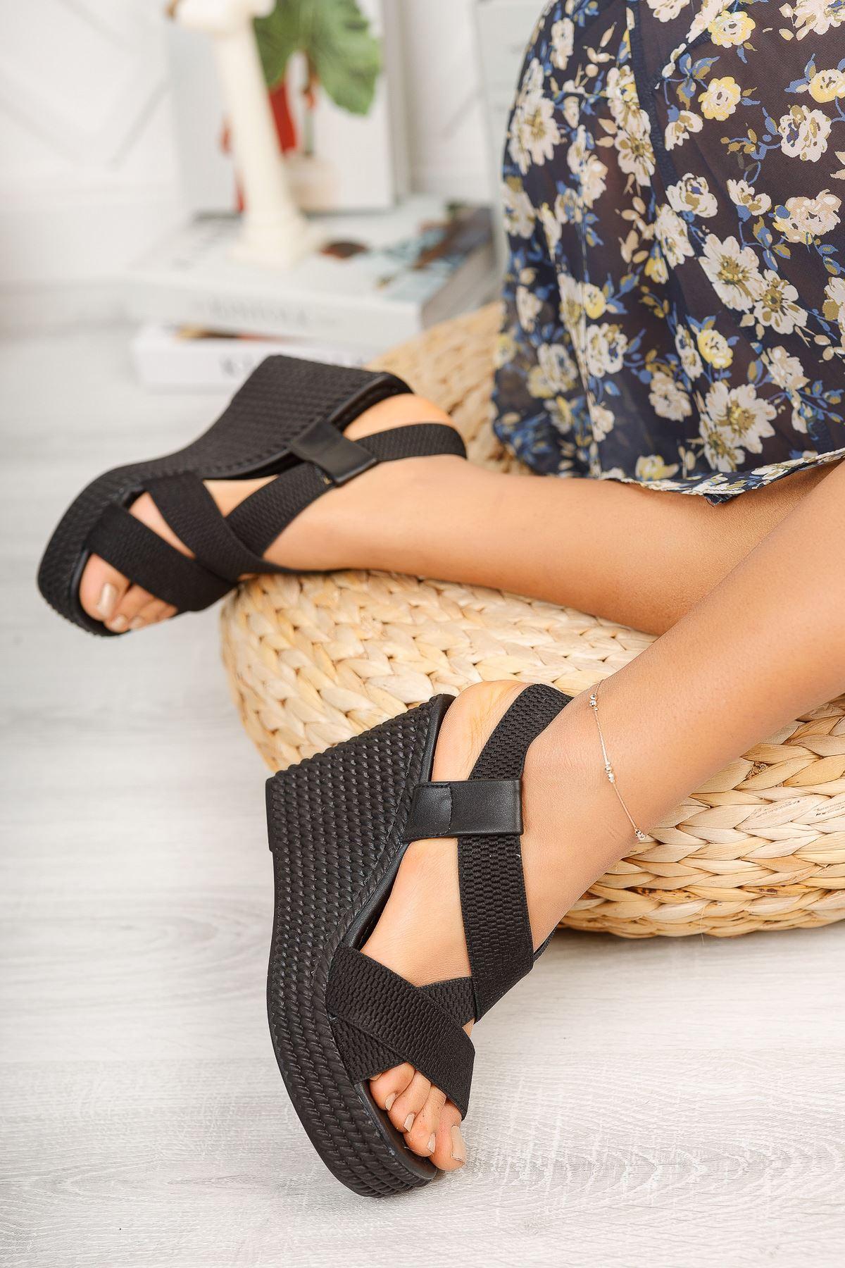 Siyah Lastikli Yüksek Dolgu Topuklu Ayakkabı