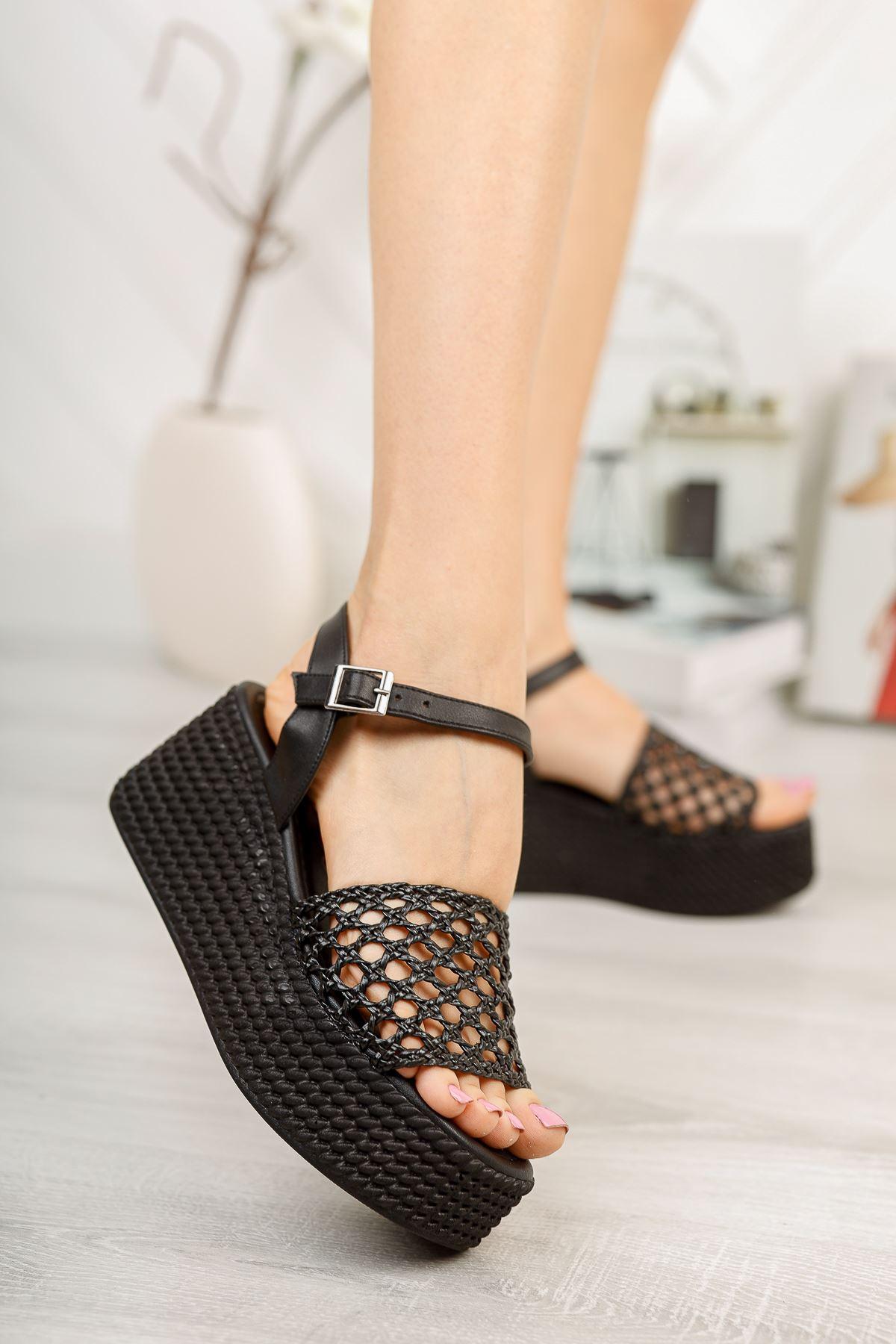 Siyah Örgü Dolgu Topuklu Ayakkabı