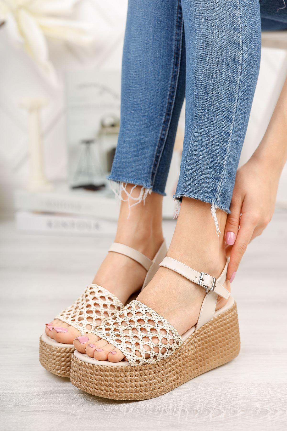 Bej Örgü Dolgu Topuklu Ayakkabı