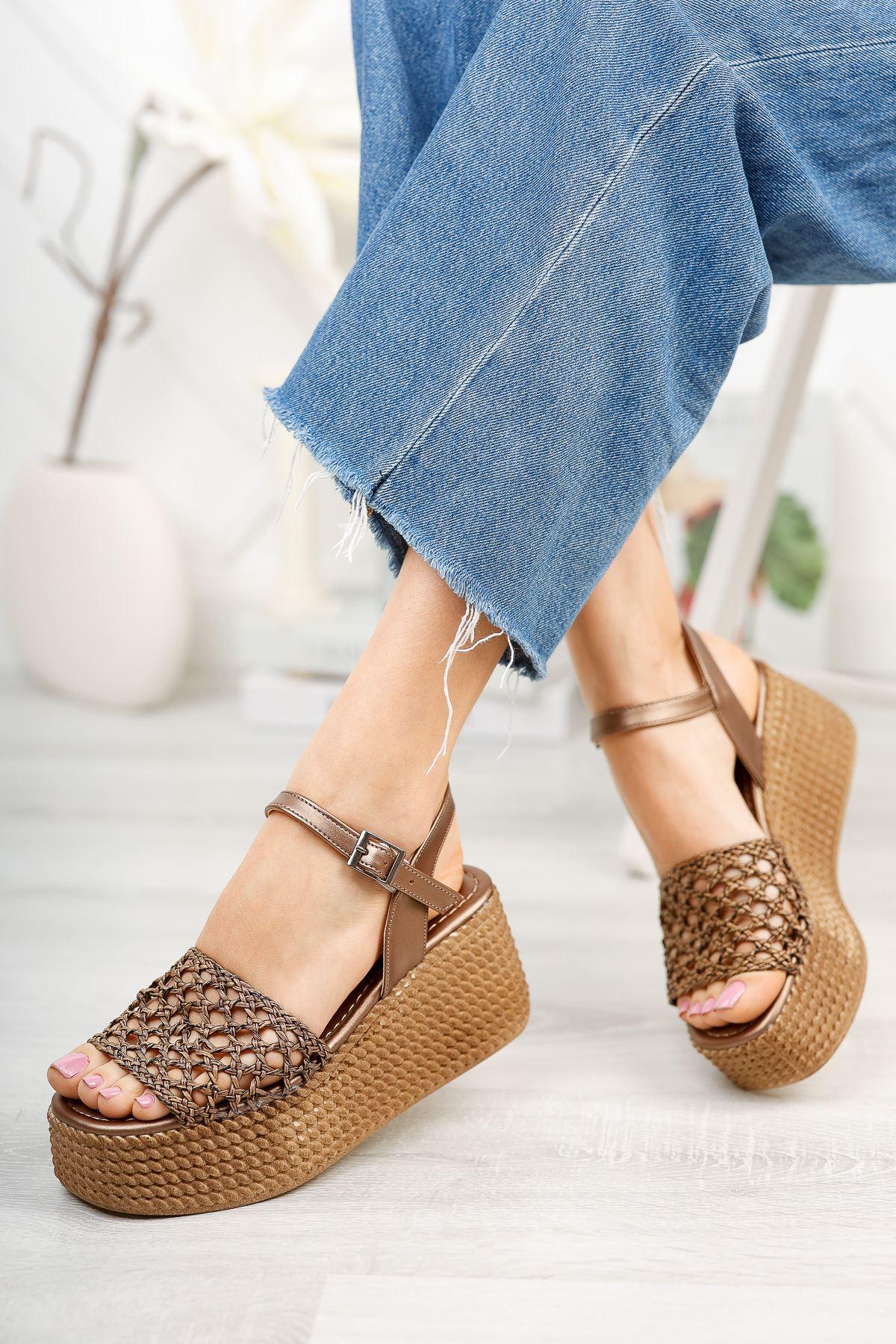 Bronz Örgü Dolgu Topuklu Ayakkabı