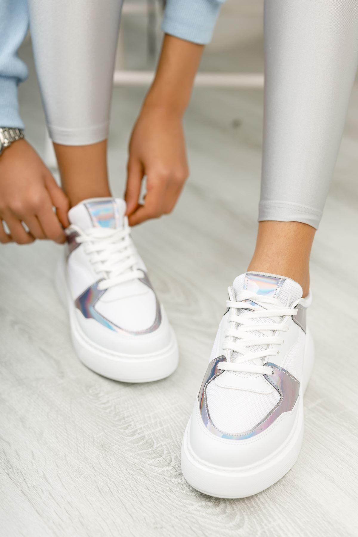 Beyaz Hologram Detaylı Günlük Spor Ayakkabı