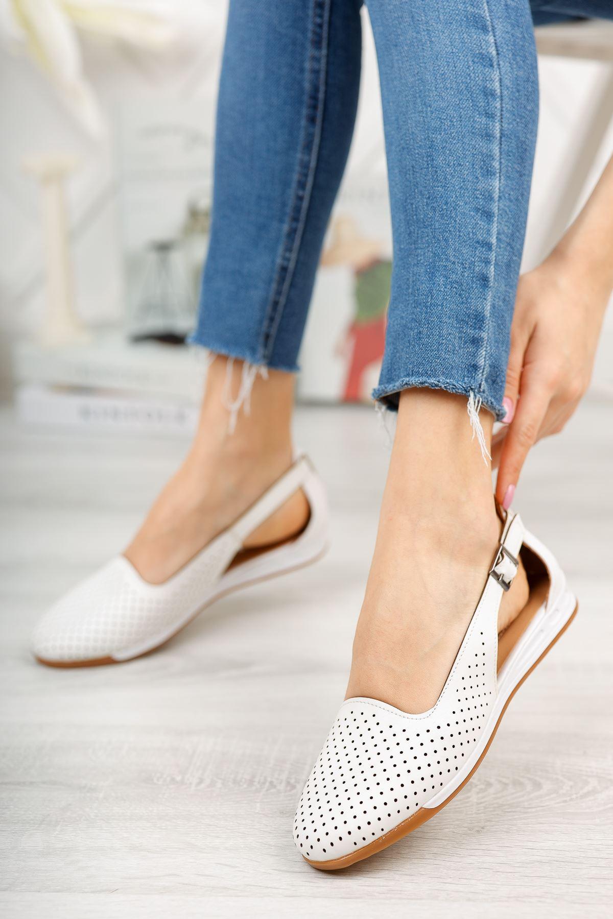 Düz Beyaz Delikli Günlük Ayakkabı
