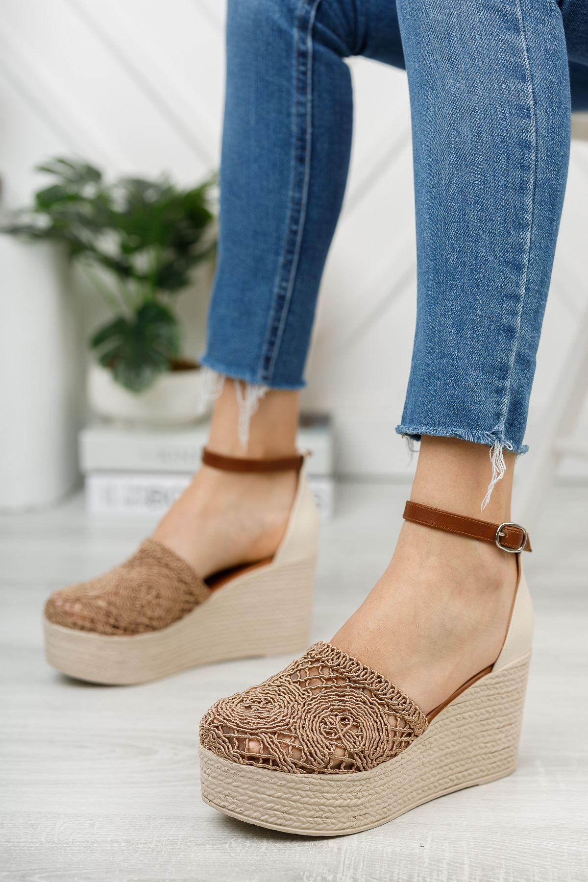 Vizon El Örgüsü Önü Kapalı Dolgu Topuklu Ayakkabı