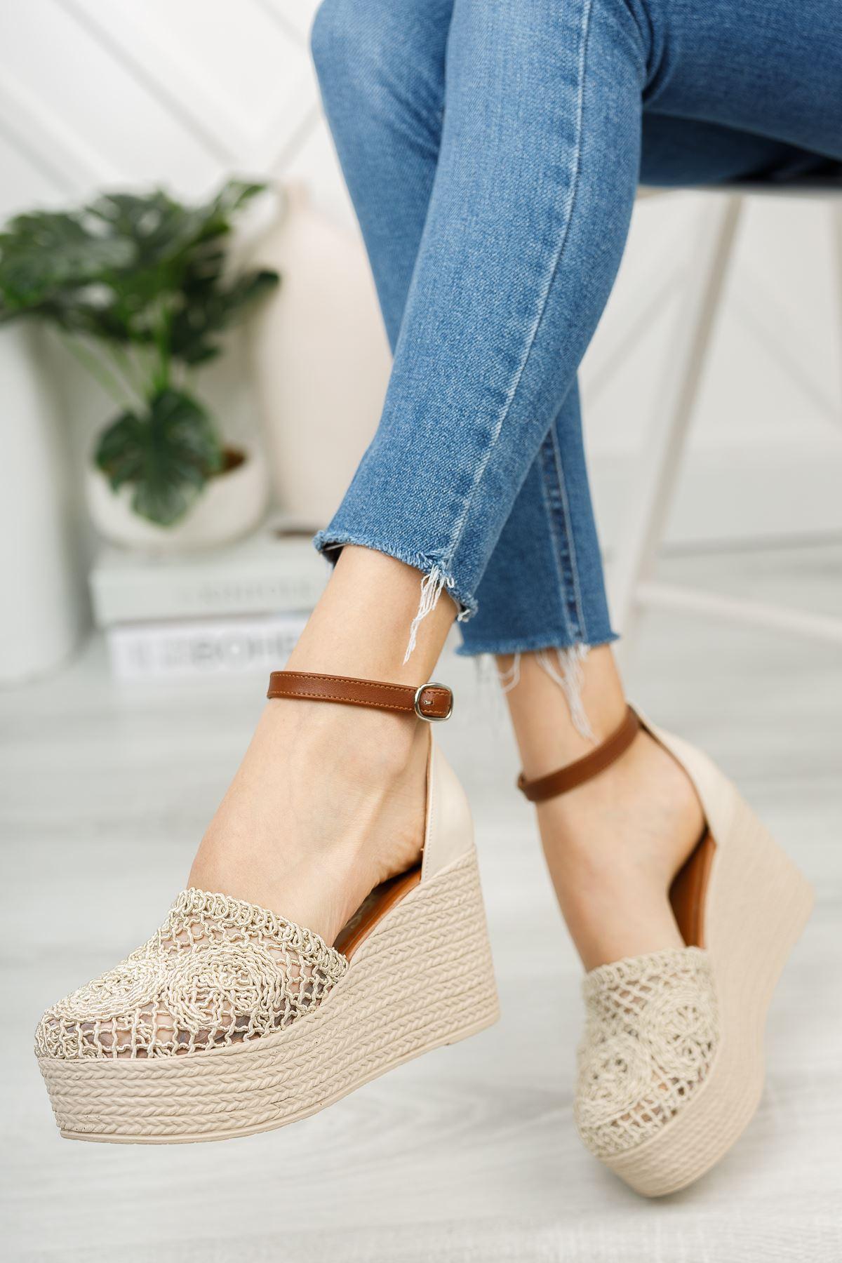 Bej El Örgüsü Önü Kapalı Dolgu Topuklu Ayakkabı