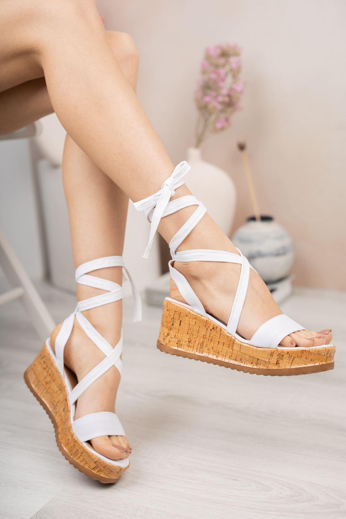 Beyaz Keten Bilekten Bağlamalı Dolgu Topuk Sandalet