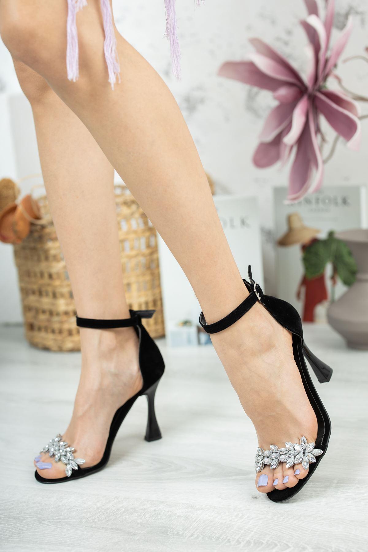 Siyah Süet Taş Detaylı İnce Topuklu Ayakkabı