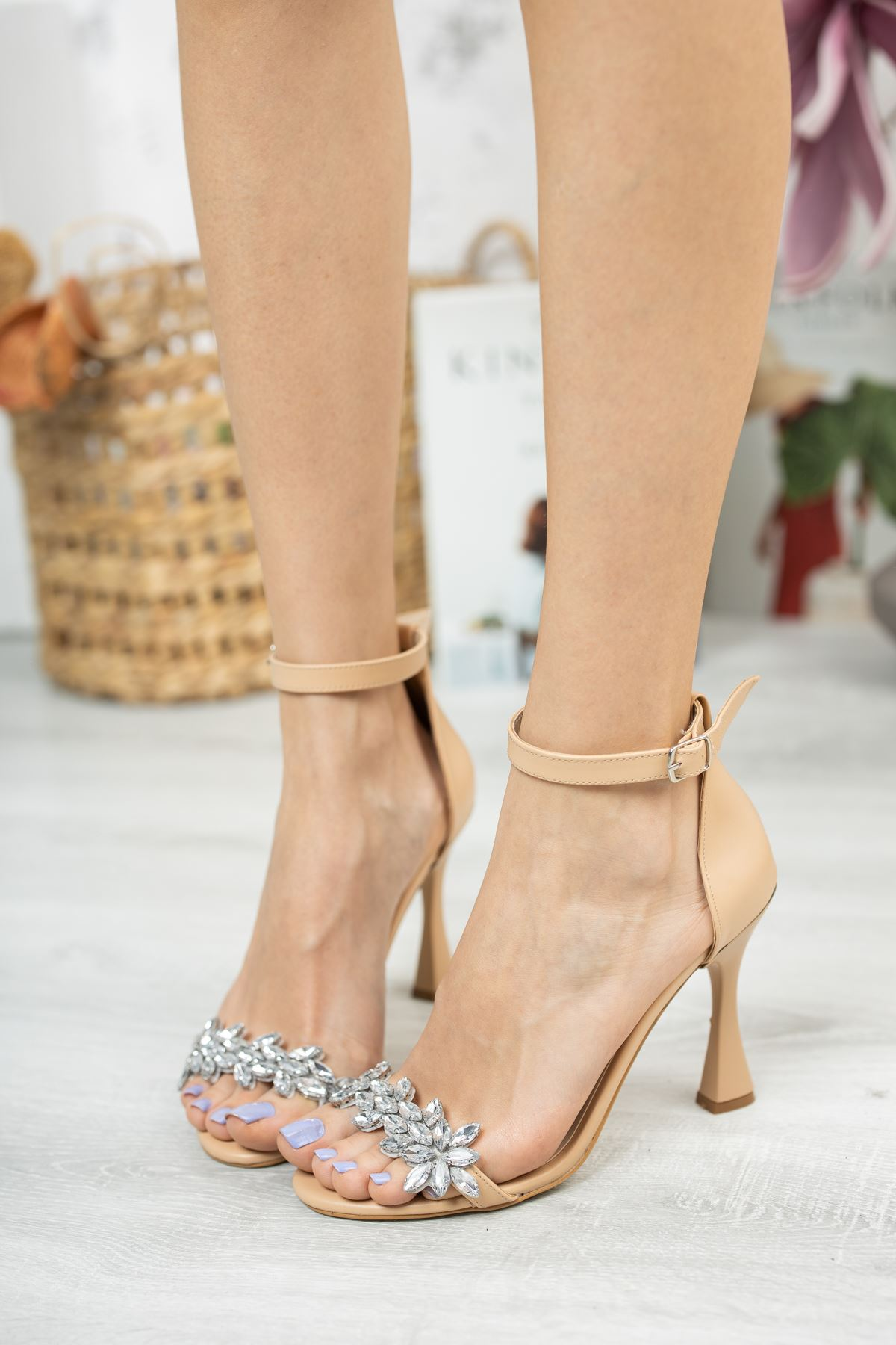 Nude Cilt Taş Detaylı İnce Topuklu Ayakkabı