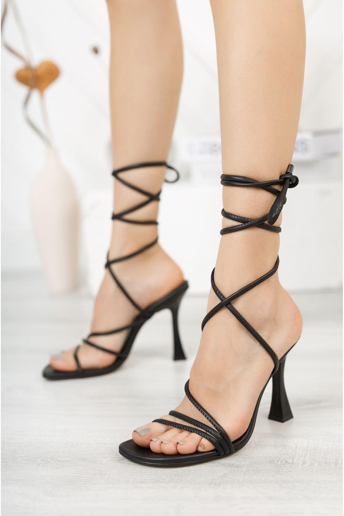 Siyah Bilekten Bağlama Detaylı Yüksek Topuklu Ayakkabı
