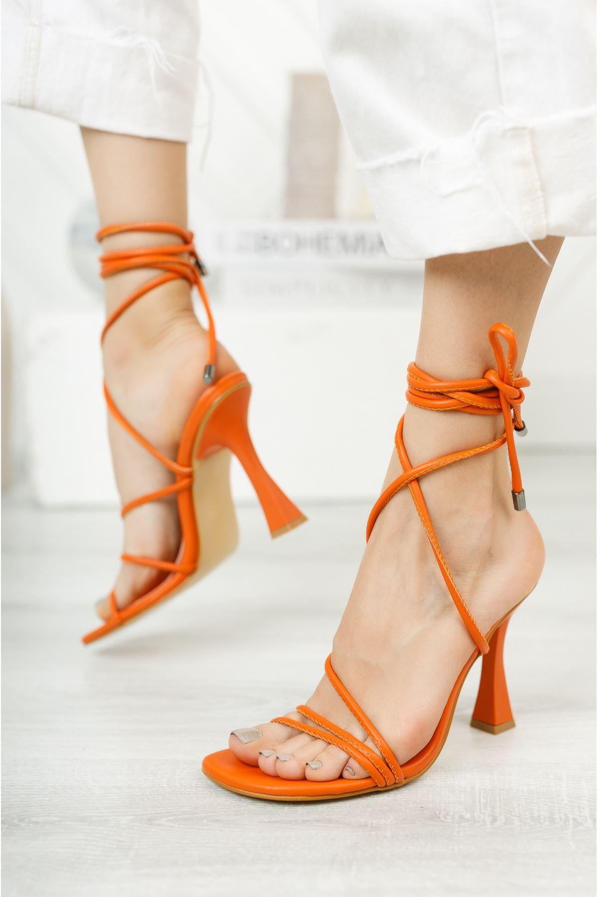 Turuncu Bilekten Bağlama Detaylı Yüksek Topuklu Ayakkabı