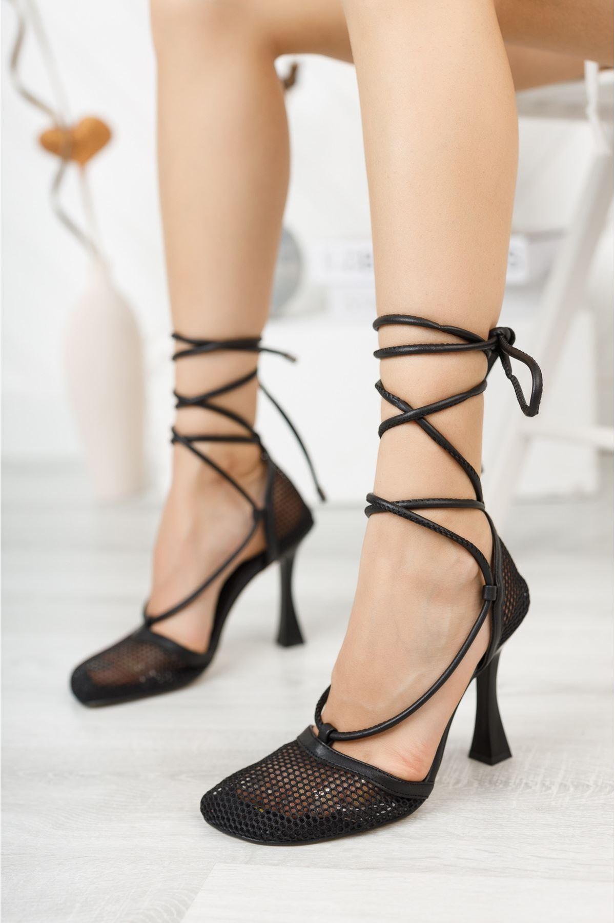 Siyah Fileli Bilekten Bağlamalı Yüksek Topuklu Ayakkabı