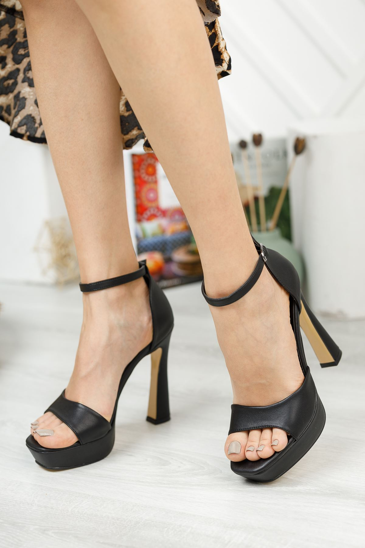 Düz Siyah Tek Bant Yüksek Platform Topuklu Ayakkabı