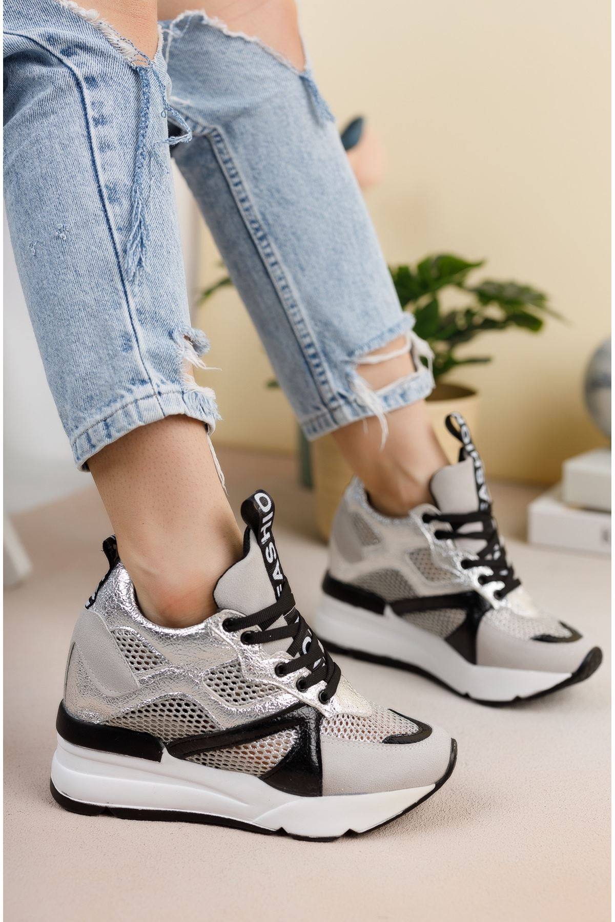 Gümüş File Detaylı Gizli Topuklu Spor Ayakkabı