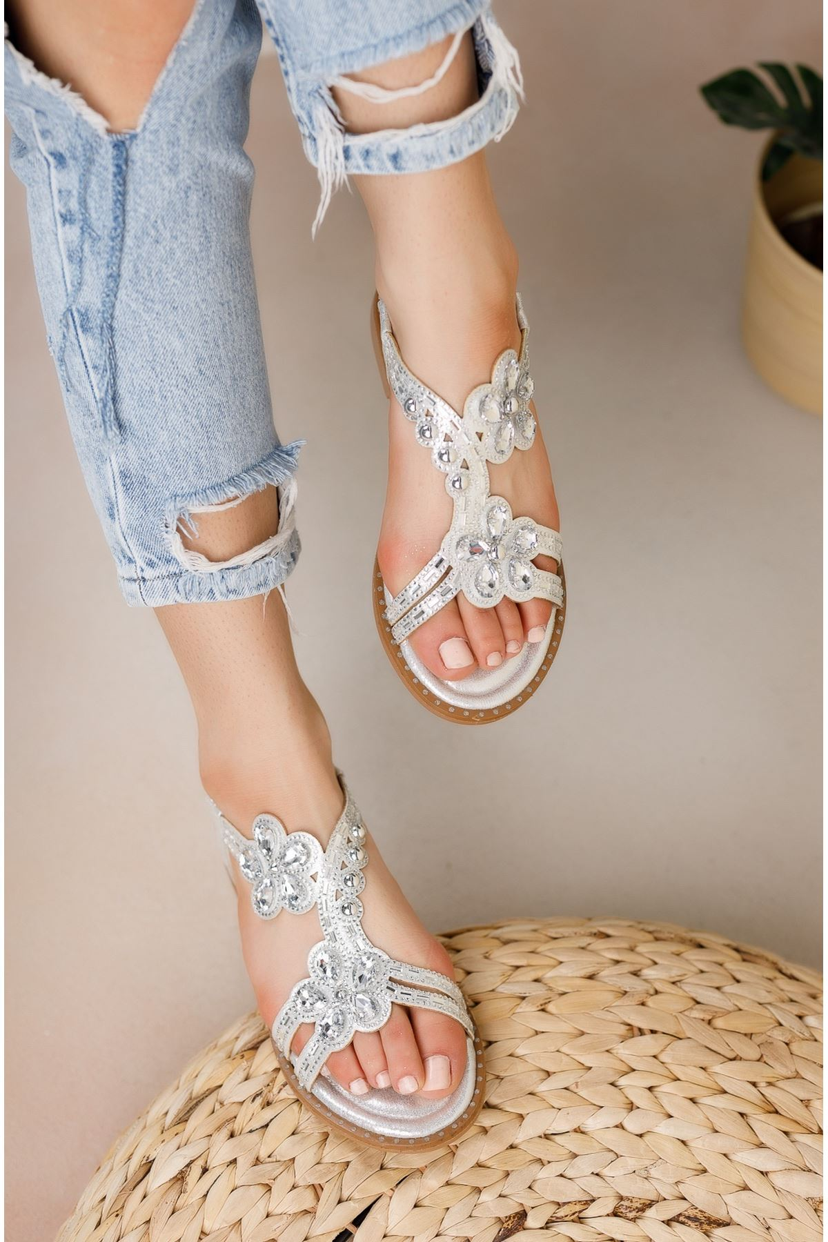 Gümüş Taşlı Bileği Lastikli Sandalet