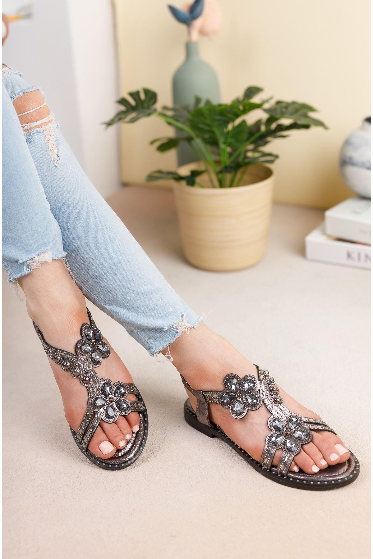 Platin Taşlı Bileği Lastikli Sandalet