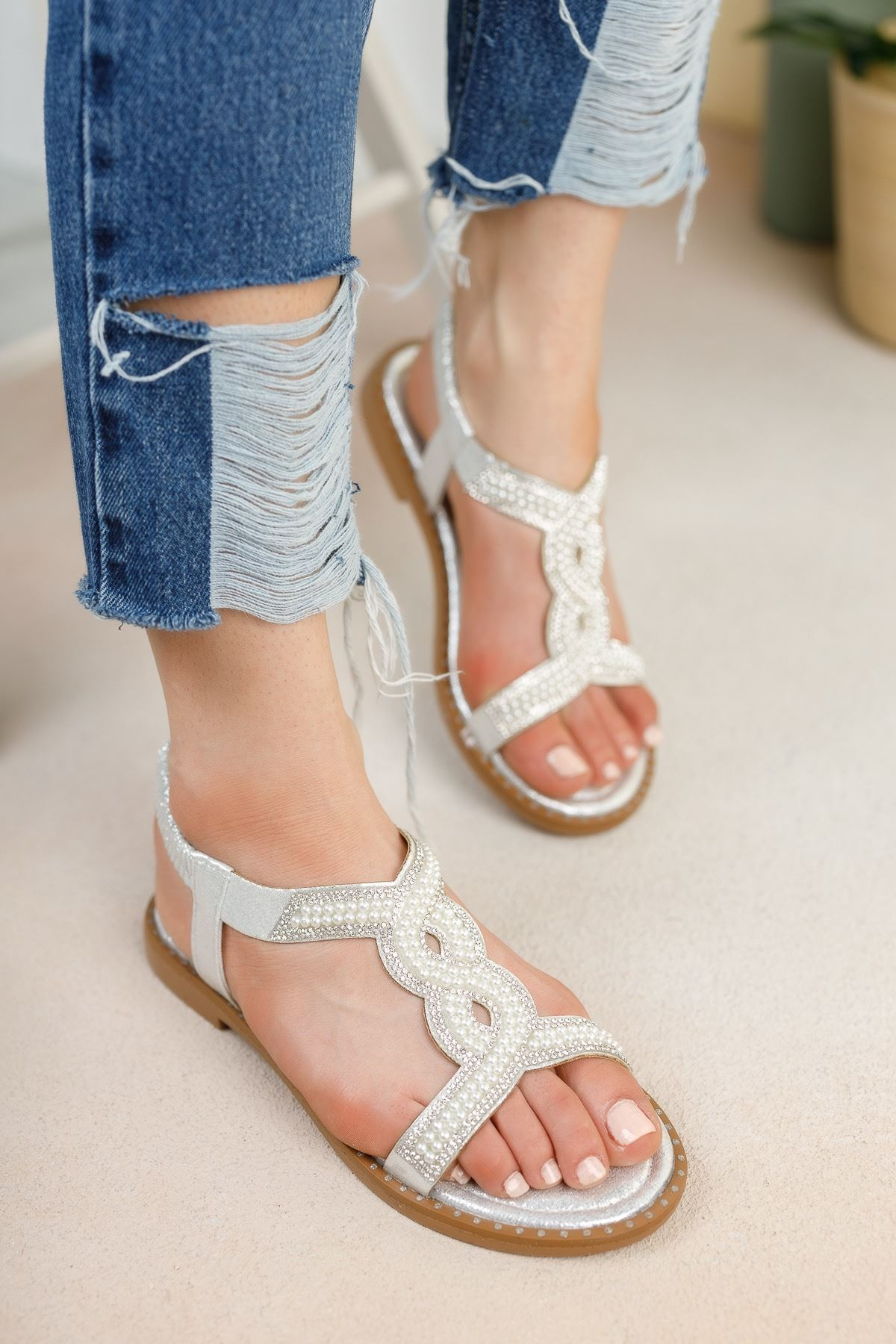 Gümüş Üstü Taşlı Bileği Lastikli Sandalet