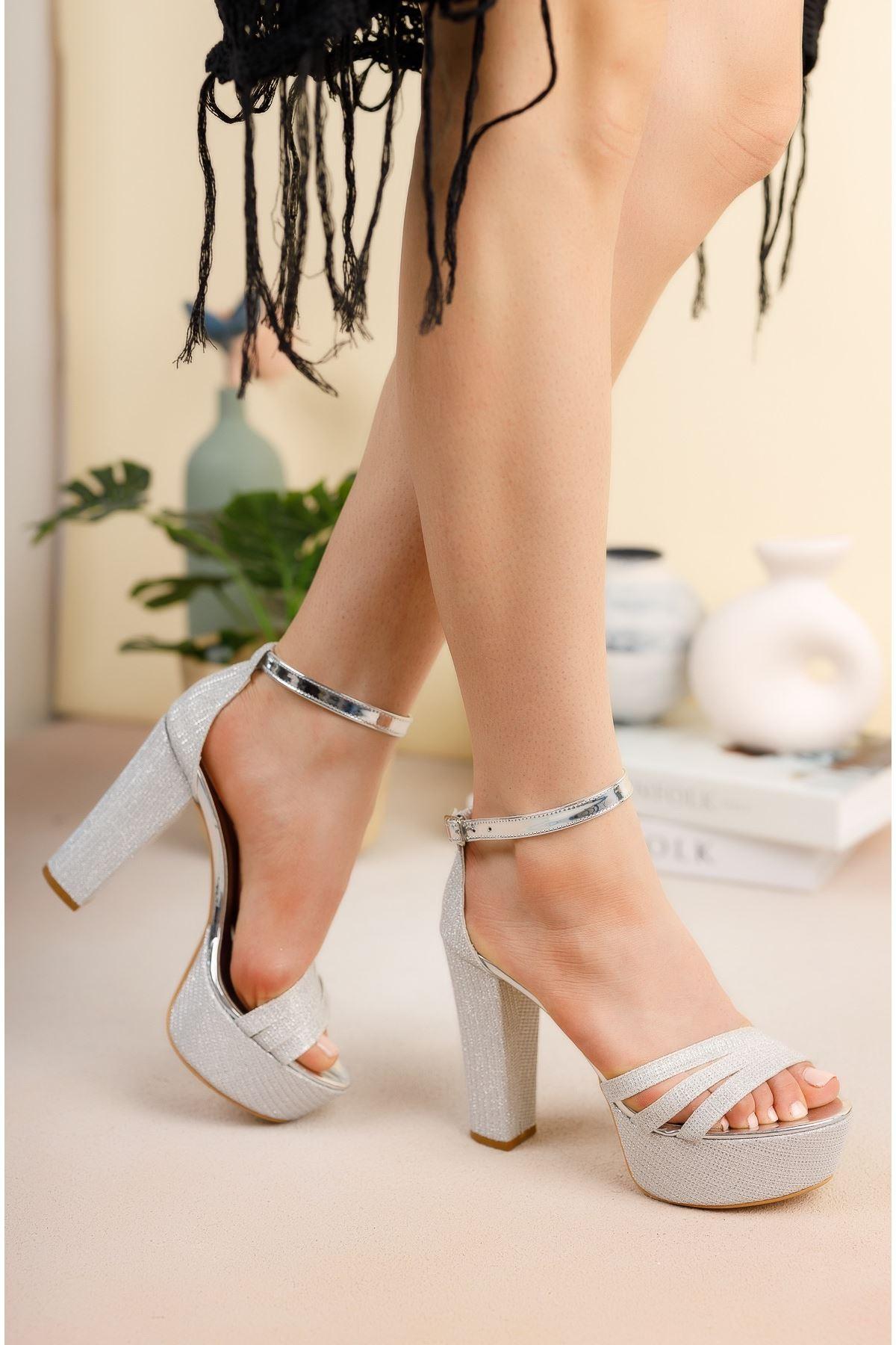 Gümüş Simli Üç Bant Yüksek Platform Topuklu Abiye Ayakkabı