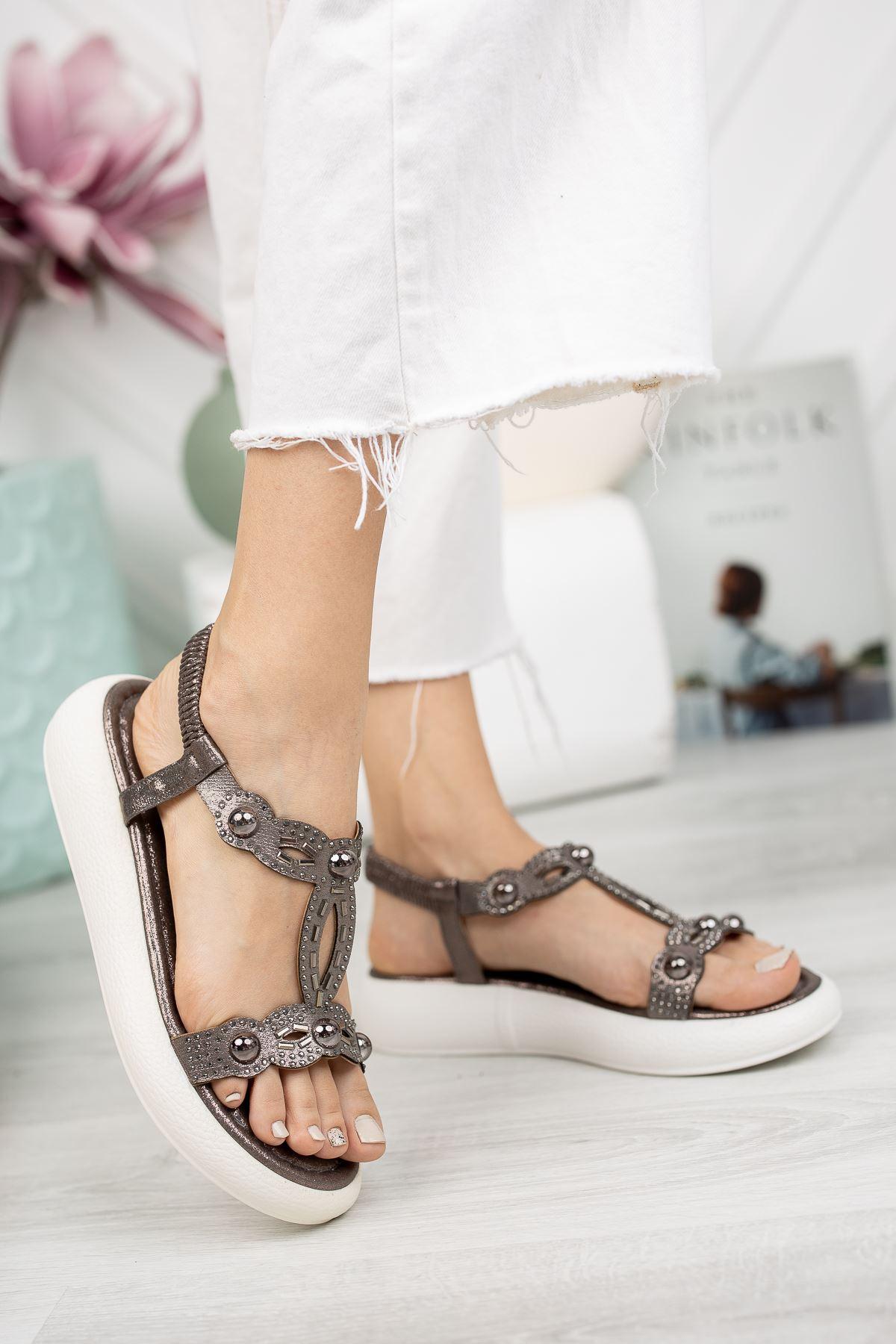 Platin Taşlı Bileği Lastikli 4 Cm Taban Sandalet