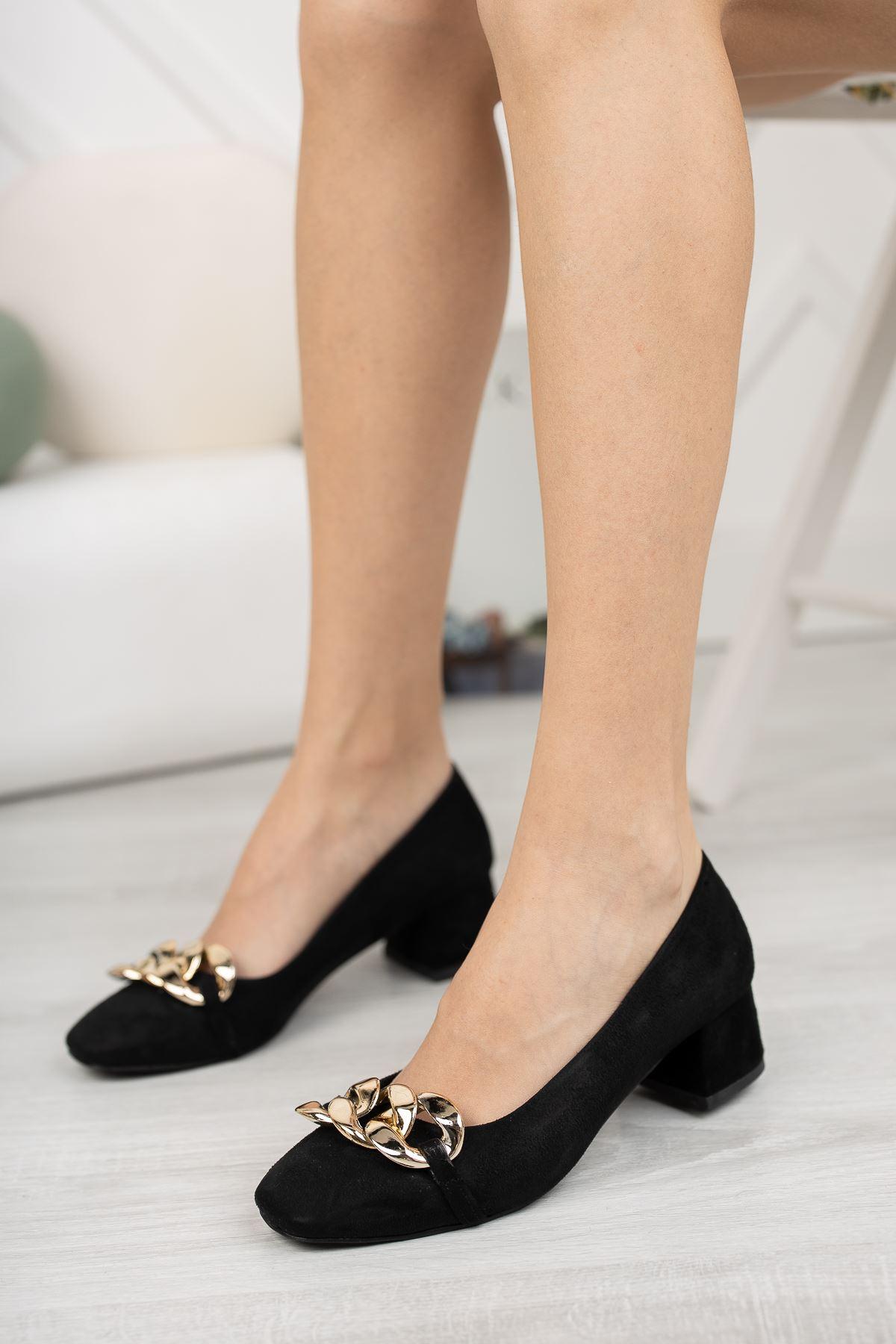 Siyah Süet Zincir Aksesuar Detaylı Klasik Topuklu Ayakkabı