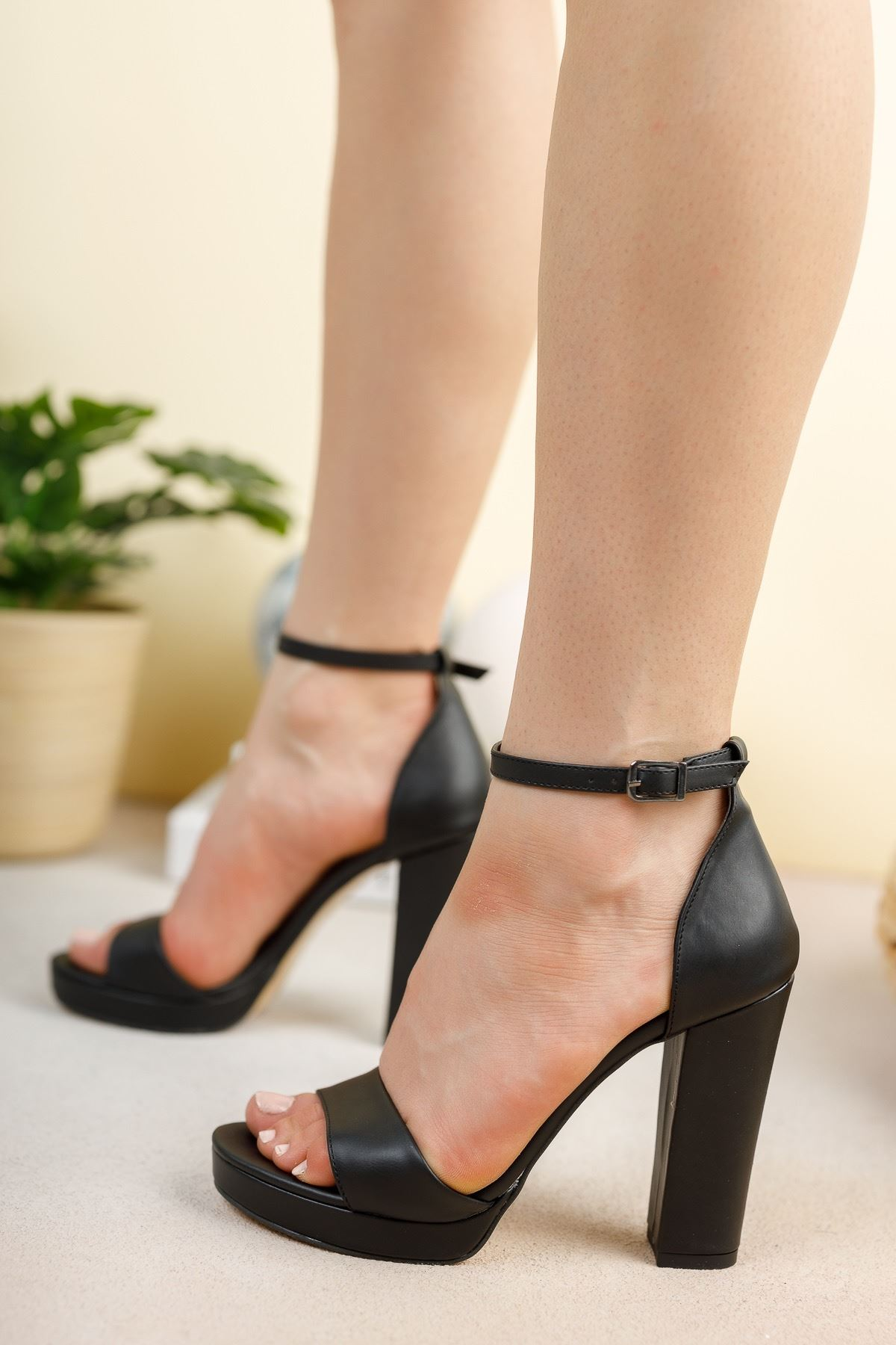Siyah Cilt 11 Cm Kalın Topuklu Ayakkabı
