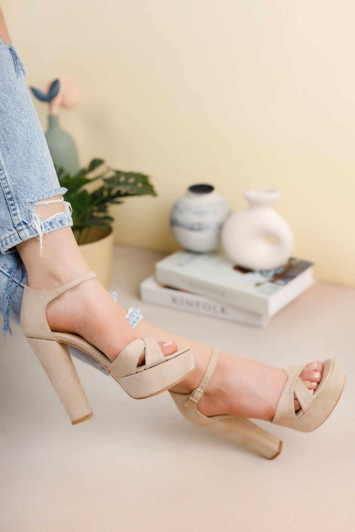 Bej Süet Çapraz Bantlı Yüksek Platform Topuklu Ayakkabı