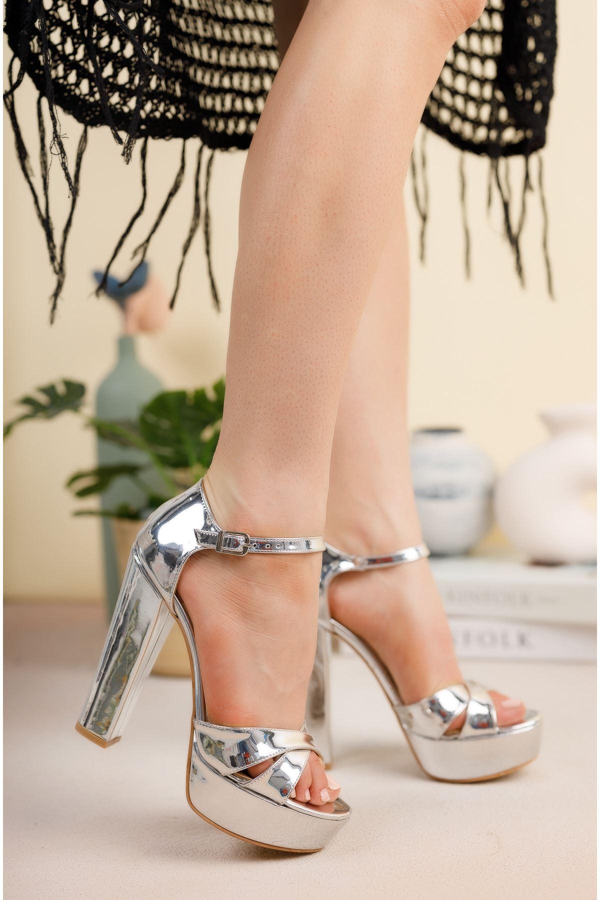 Gümüş Ayna Çapraz Bantlı Yüksek Platform Topuklu Ayakkabı