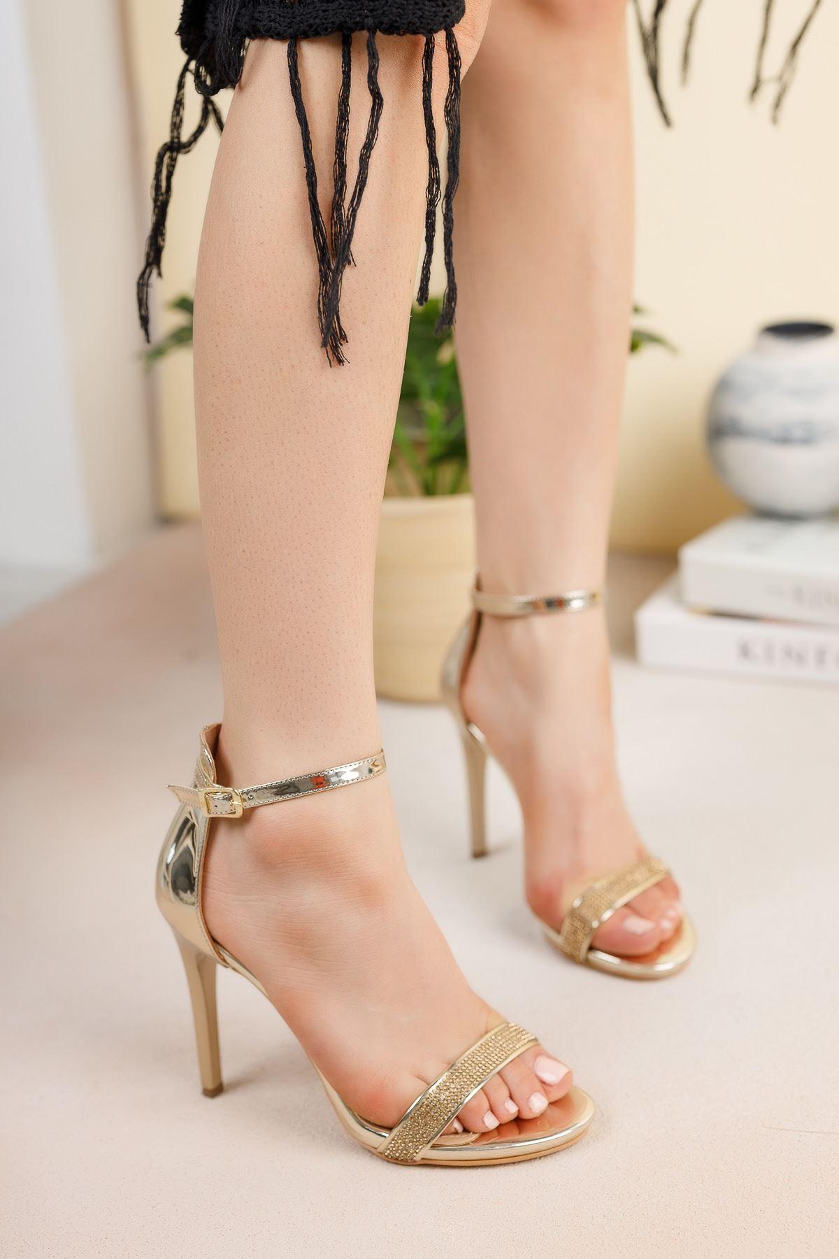 Altın Sarı Ayna Tek Bant İnce Yüksek Topuklu Abiye Ayakkabı