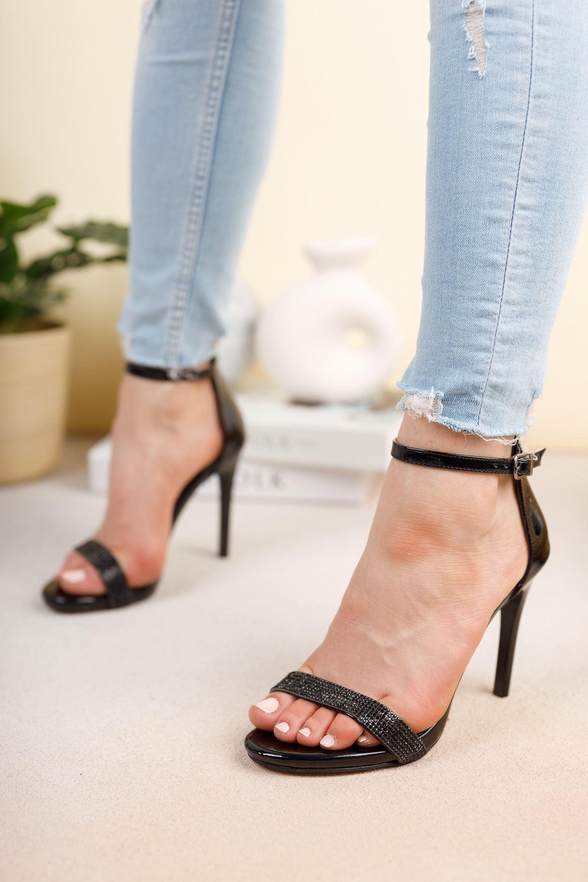 Siyah Ayna Tek Bant İnce Yüksek Topuklu Abiye Ayakkabı