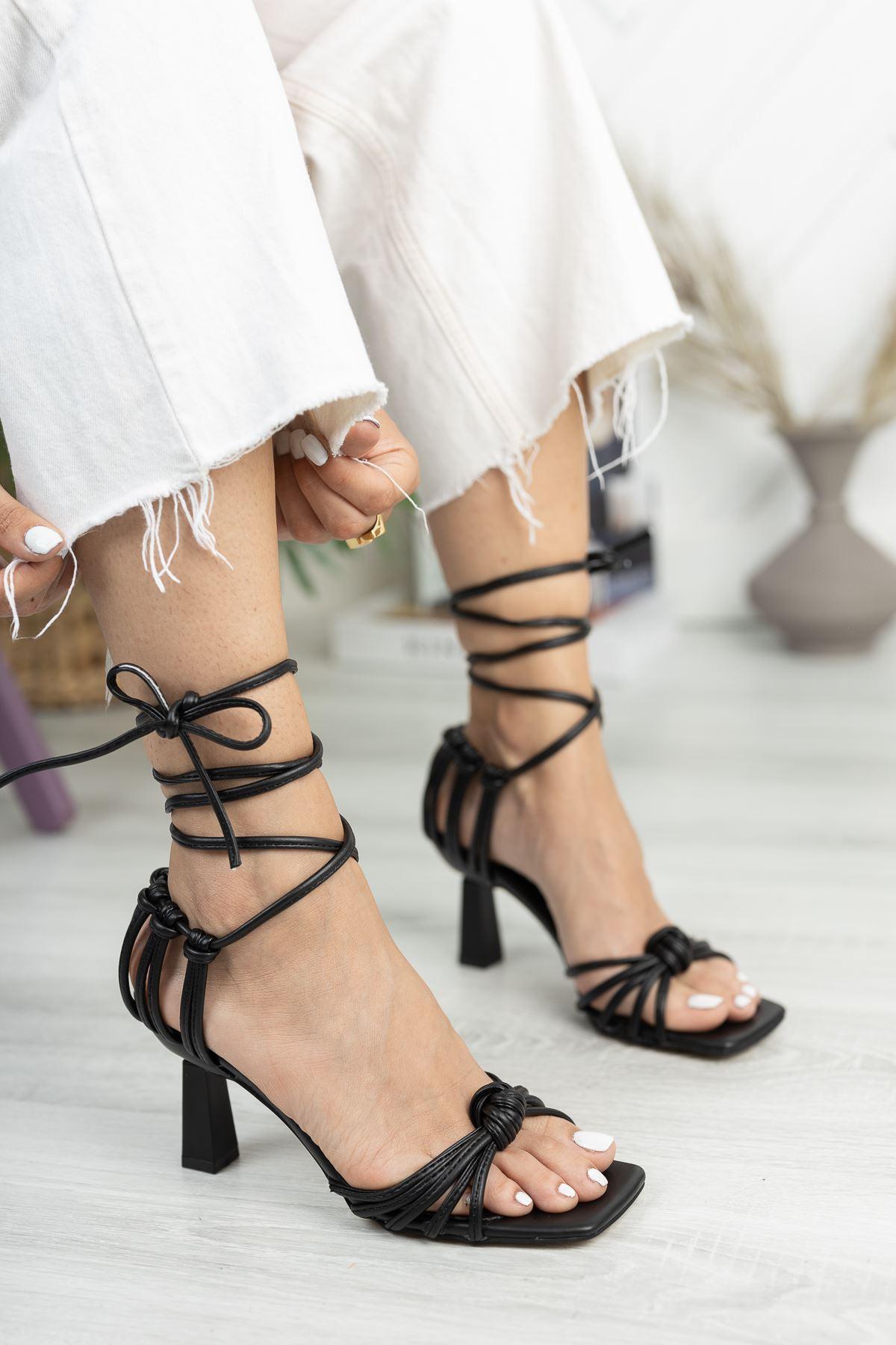 Siyah Düğüm Detaylı Klasik Topuklu Ayakkabı