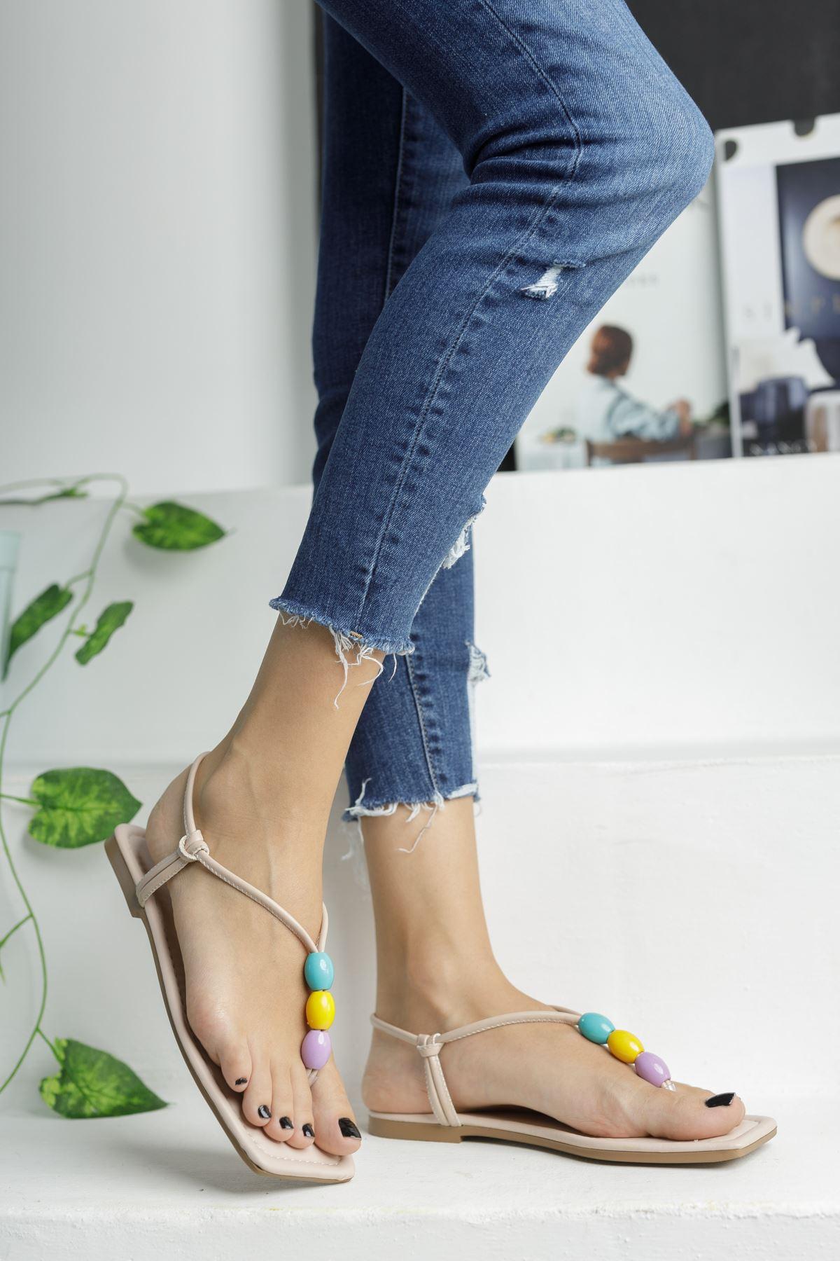 Bej Boncuk Detaylı Düz Taban Kadın Sandalet