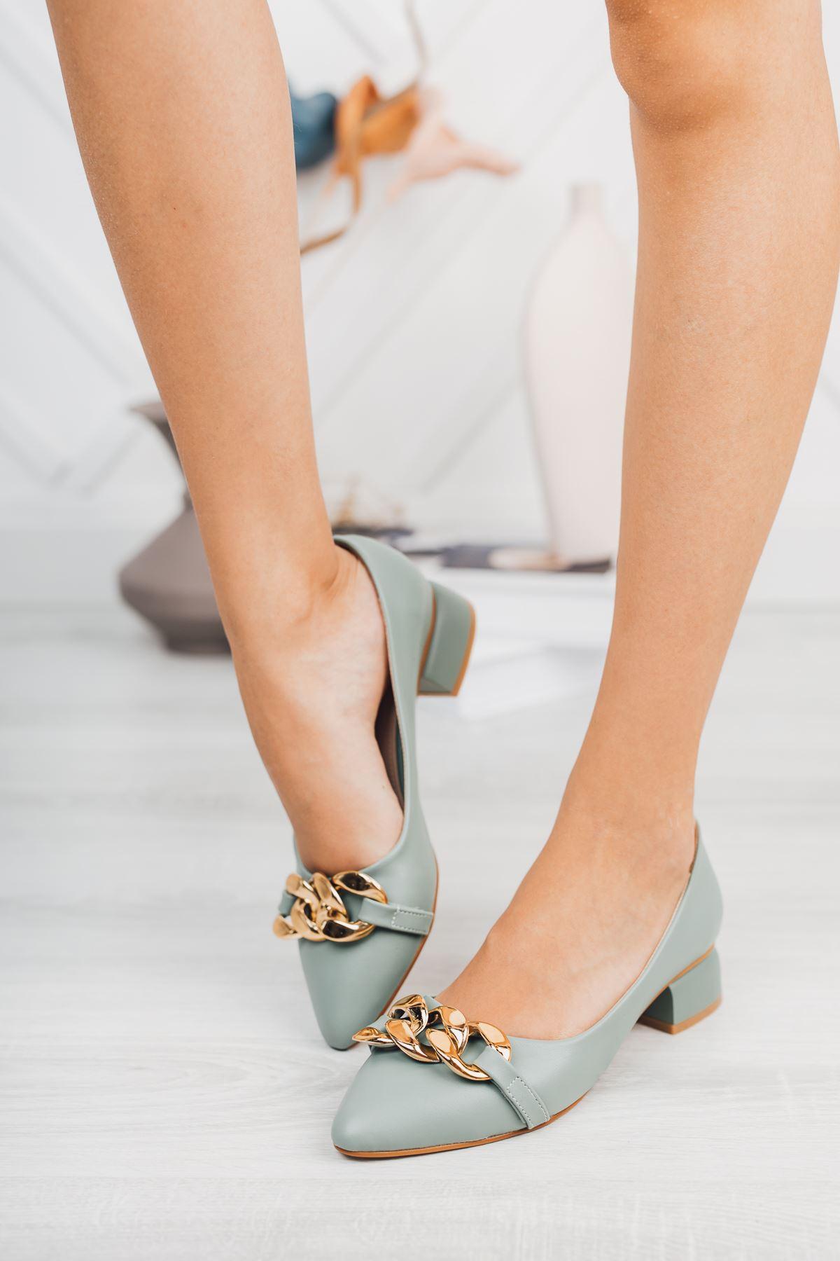 Mint Yeşili Zincir Aksesuarlı Klasik Topuklu Ayakkabı