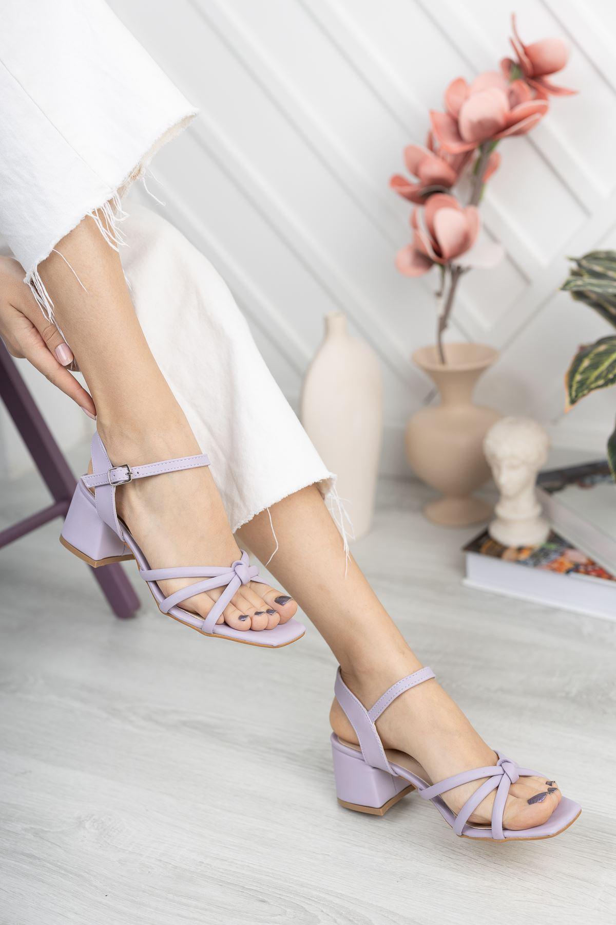 Lila Cilt Kalın Topuklu Sandalet