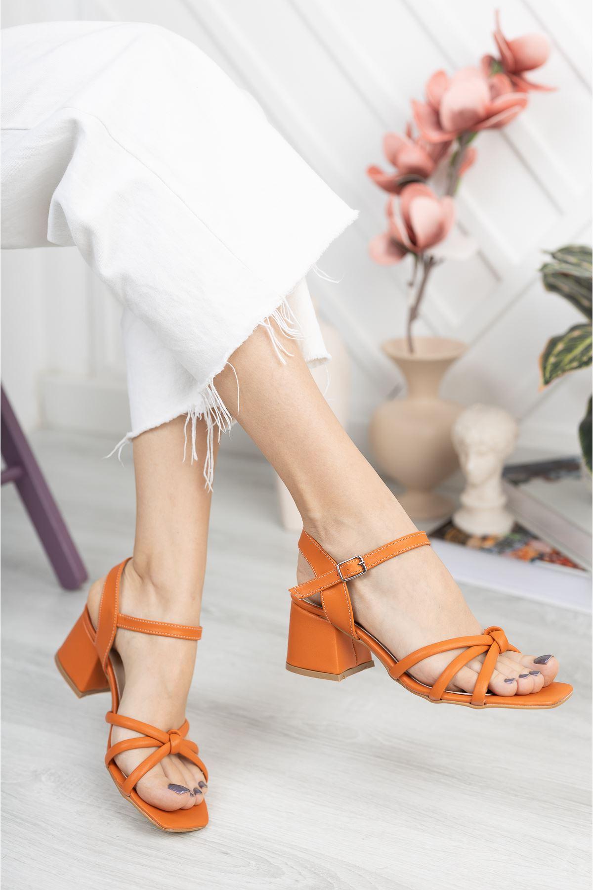 Turuncu Cilt Kalın Topuklu Sandalet