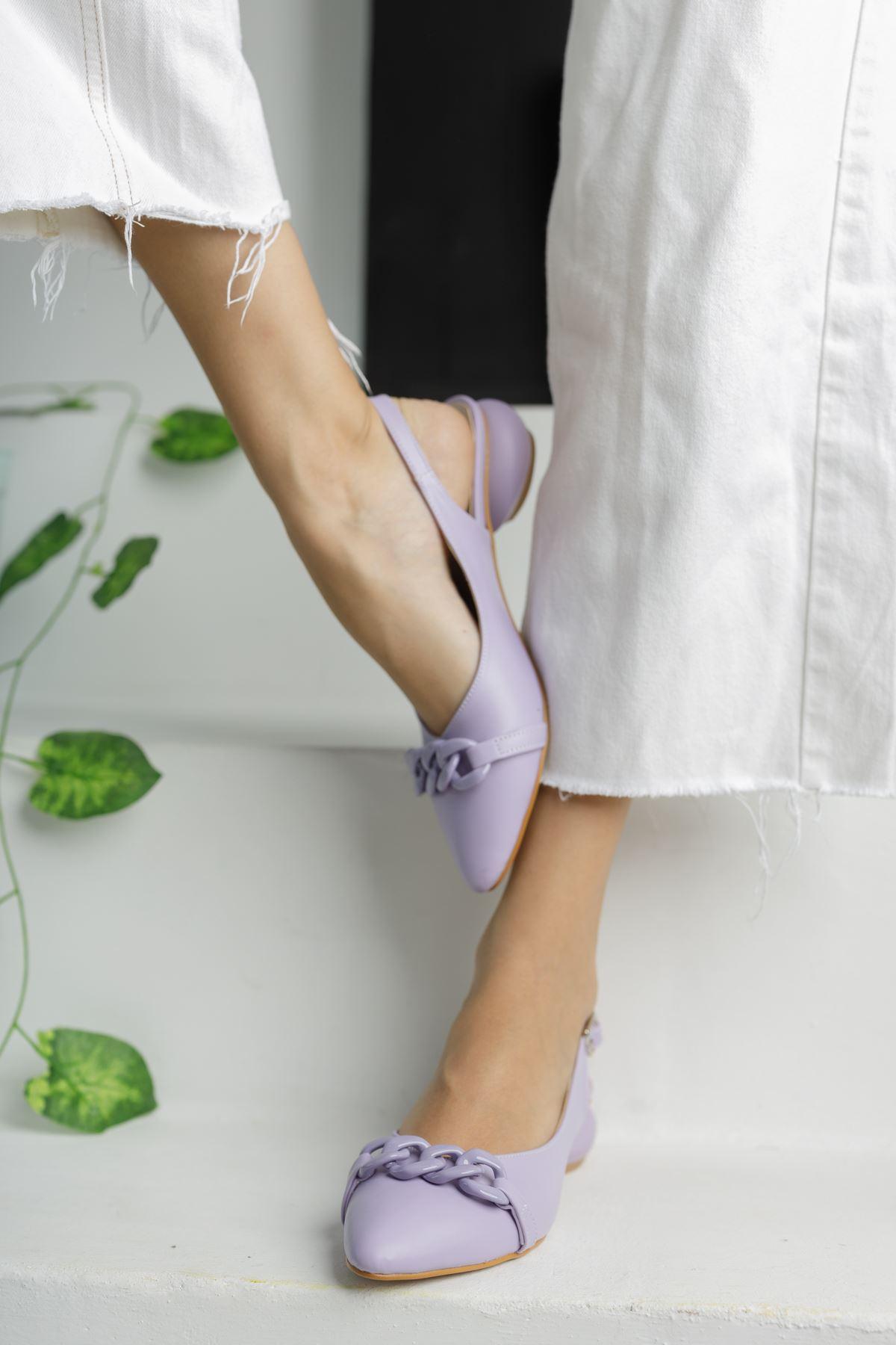 Lila Zincir Detaylı Kısa Yuvarlak Topuklu Ayakkabı