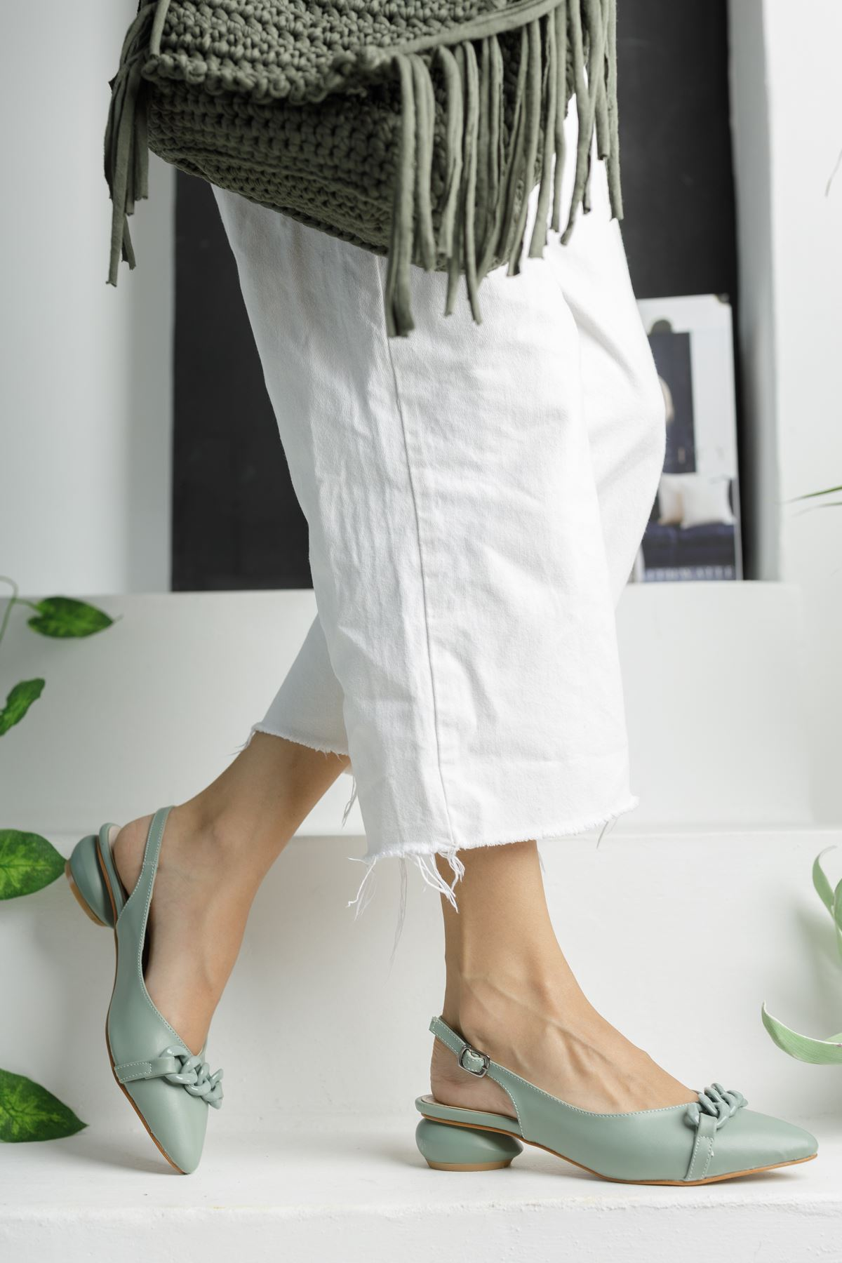 Mint Yeşili Zincir Detaylı Kısa Yuvarlak Topuklu Ayakkabı